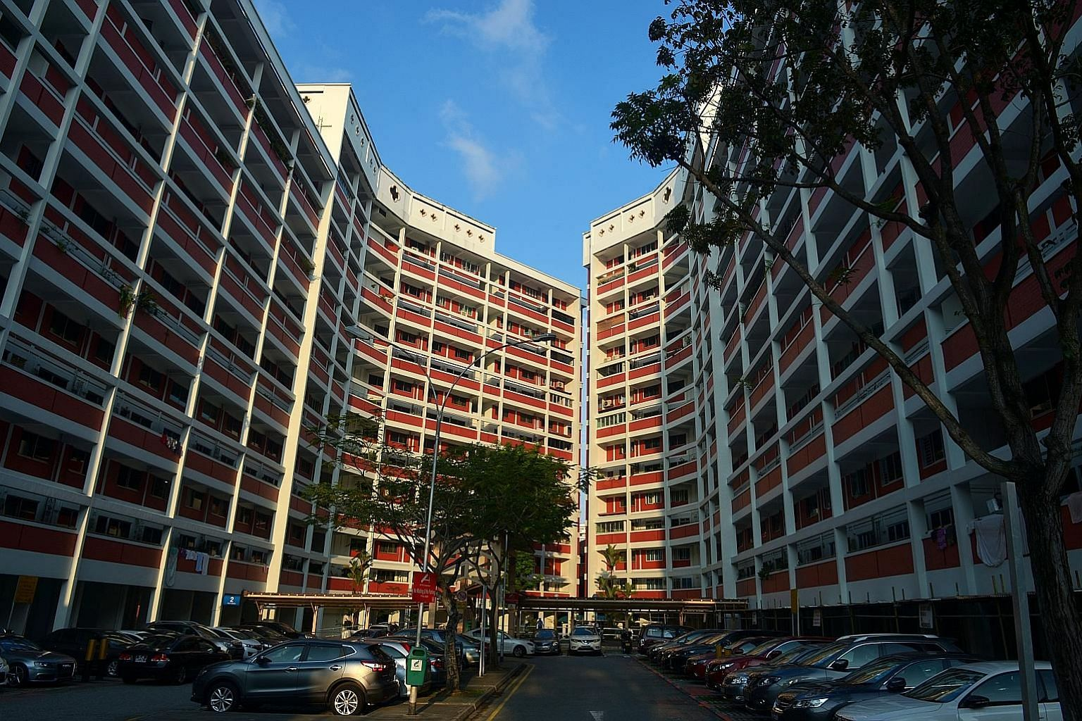 Single home buyers who subsequently marry another citizen or a Singapore permanent resident can apply for the CPF Housing Top-Up Grant after marriage and enjoy the same subsidy as a family.