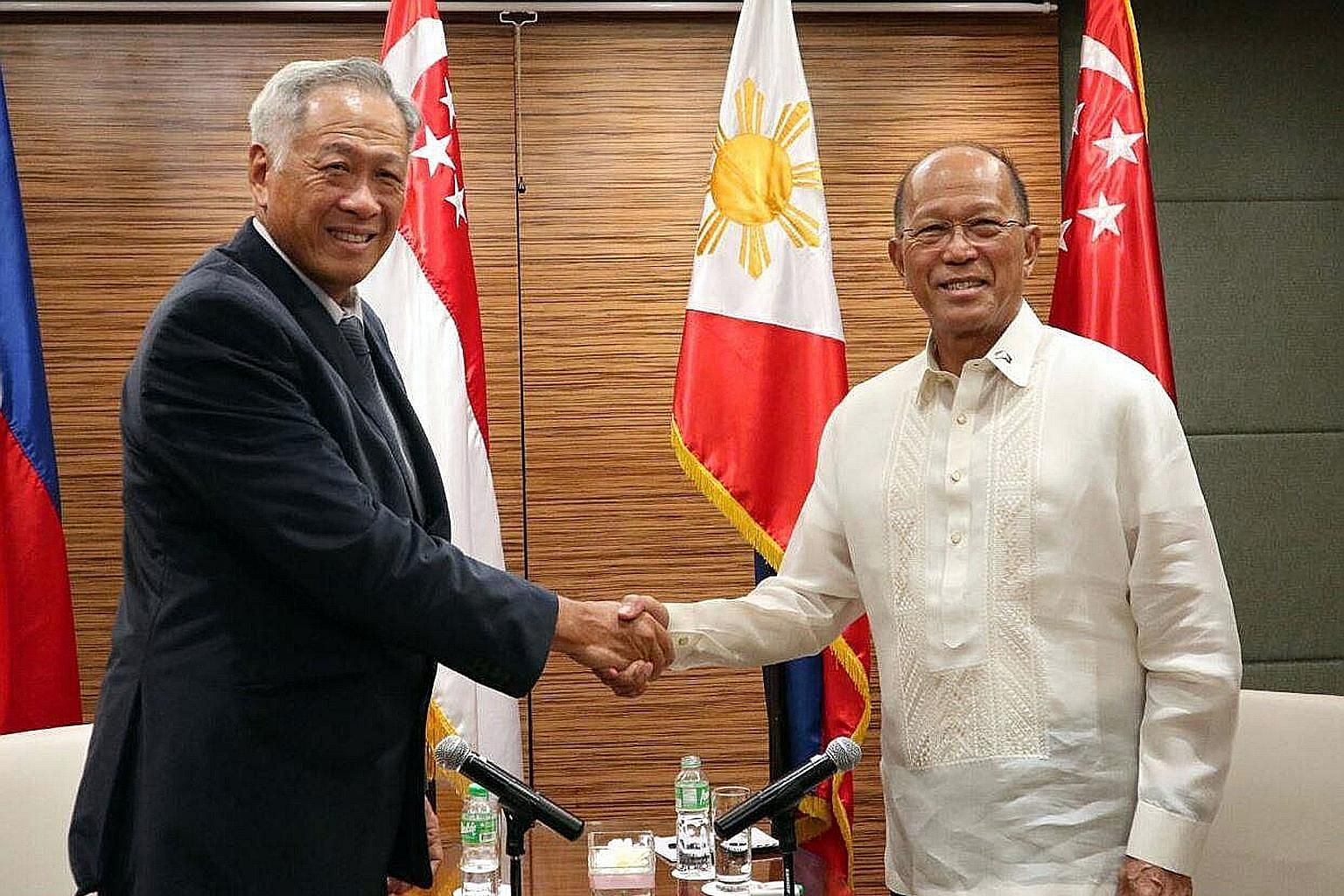 """Defence Minister Ng Eng Hen meeting his Philippine counterpart Delfin Lorenzana during his two-day working visit to the Philippines. He said Mr Lorenzana has accepted Singapore's offer of help """"in principle""""."""