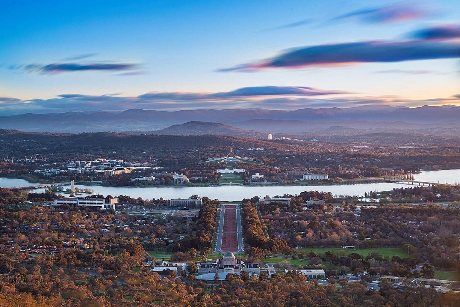 For a good view of Australia's capital Canberra, head up to lookout points on Mount Ainslie or Red Hill.