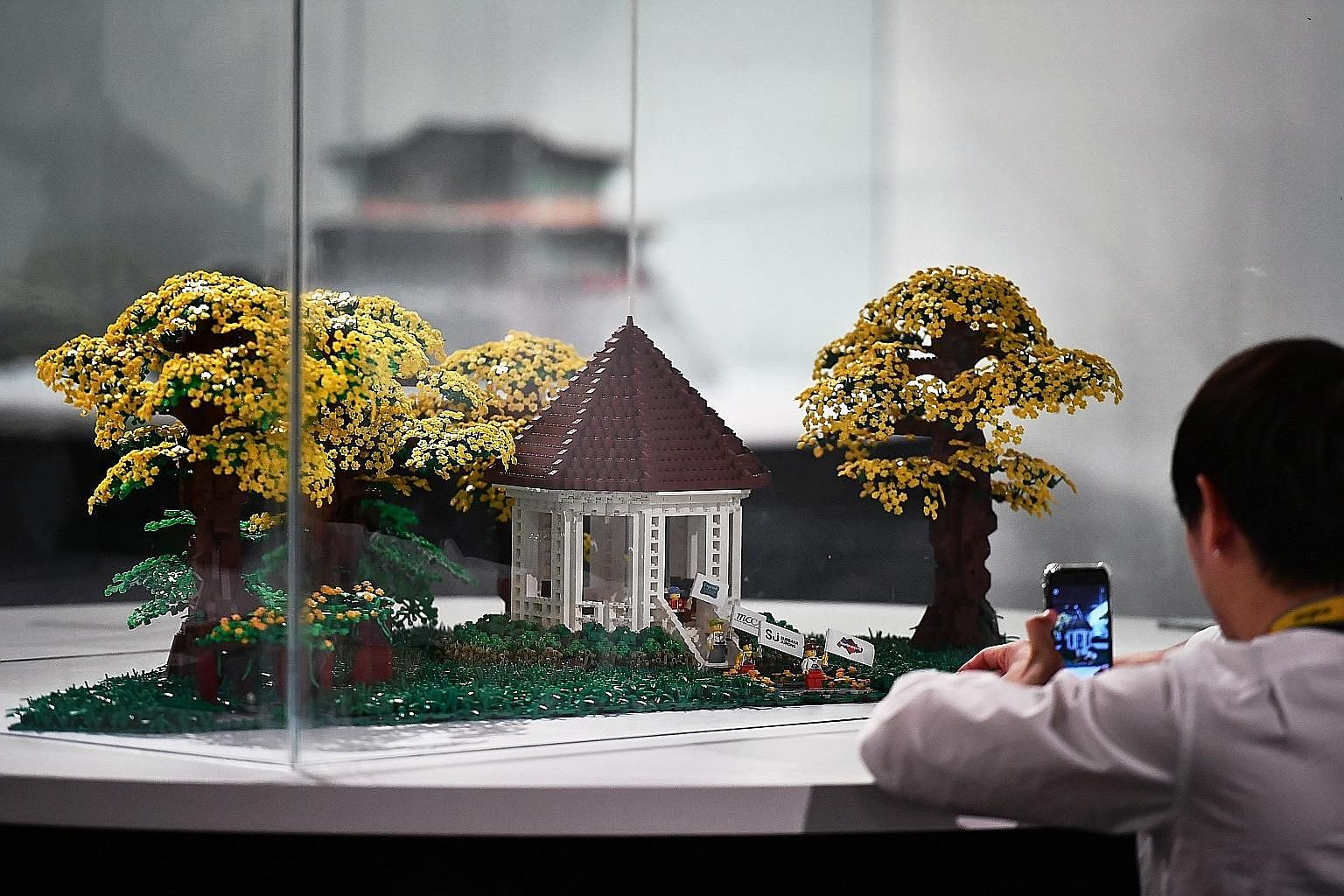 A Lego replica of the Singapore Botanic Gardens made its debut at the Piece Of Peace exhibition, which kicked off yesterday at the Fort Canning Arts Centre. The model, which took 14 days to build, is made up of some 10,000 Lego bricks and comprises a