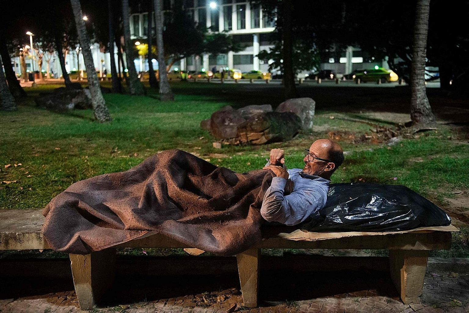 Mr Vilmar Mendonca, who worked as a human resources director for several companies in Brazil, lost his job in 2015 and has been living on the streets for 11/2 years now.