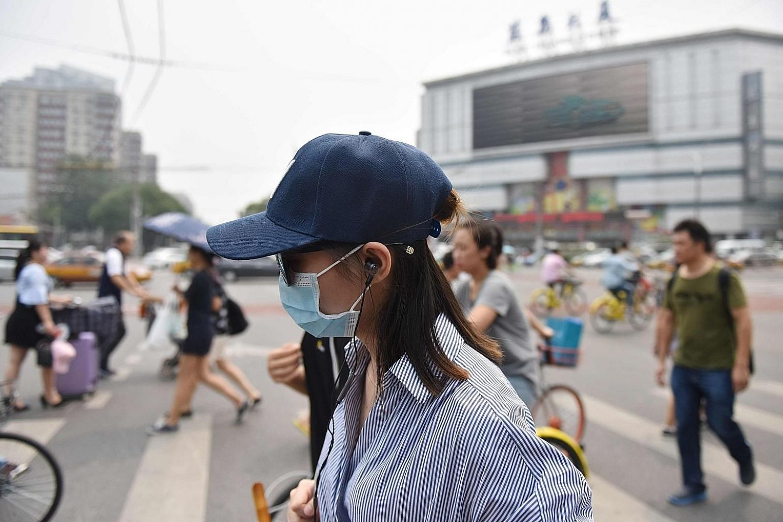Air pollution is a serious issue in China, especially in cities such as Beijing. China recorded nearly 4.3 million new cancer patients in 2015. More than 730,000 of them had lung cancer, accounting for nearly 36 per cent of the world's total. Interna