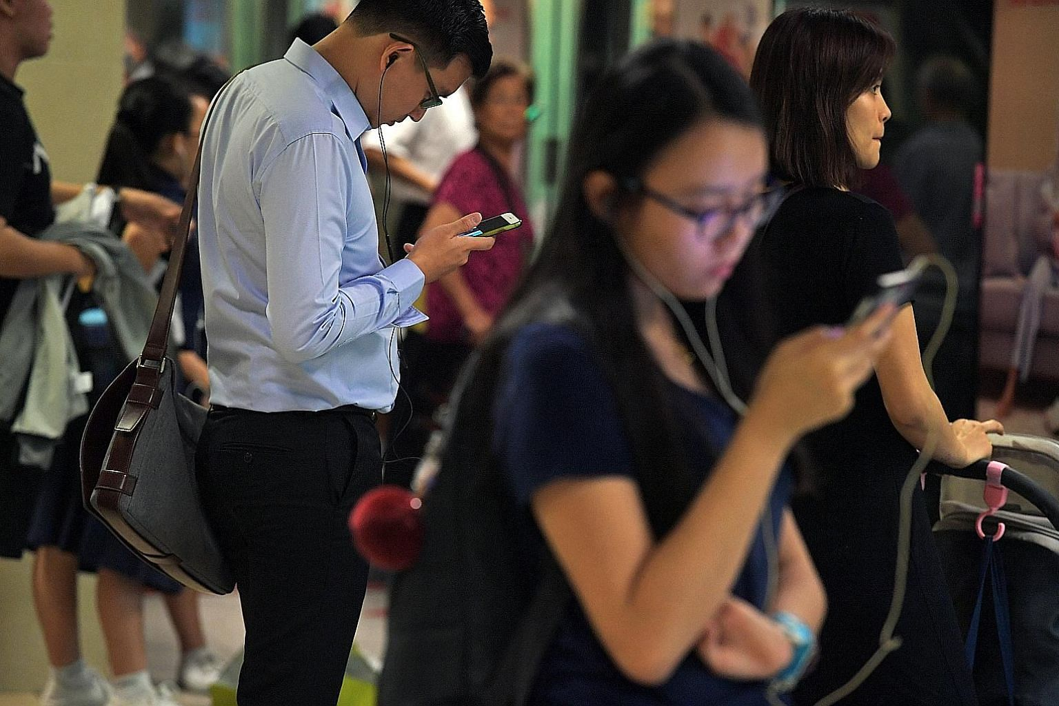 Singapore's mobile broadband ranking slipped to No. 4 in the Ookla Net Index with an average 3G and 4G surfing speed of 45.99Mbps - trailing behind Norway, the Netherlands and Hungary.