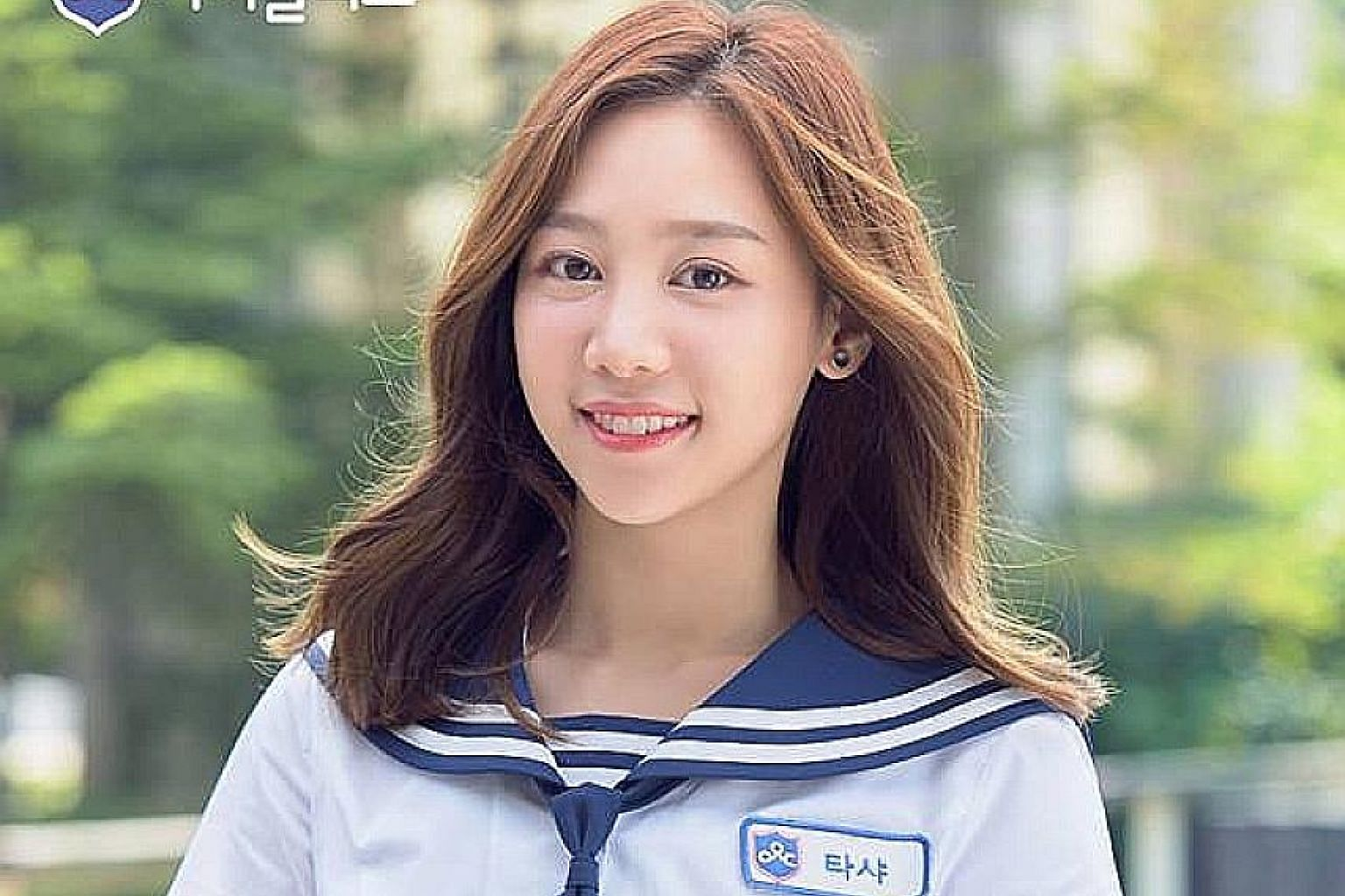 Singaporean Natasha Low, also known as Tasha, is enrolled in Idol School, a South Korean survival reality show where the top nine trainees, decided by public voting, will form a new girl group.