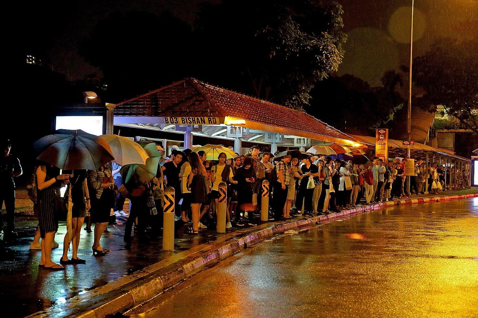 The crowd at the bus stop along Bishan Road, next to the Bishan MRT station, which is on the North-South Line, at about 8pm yesterday.