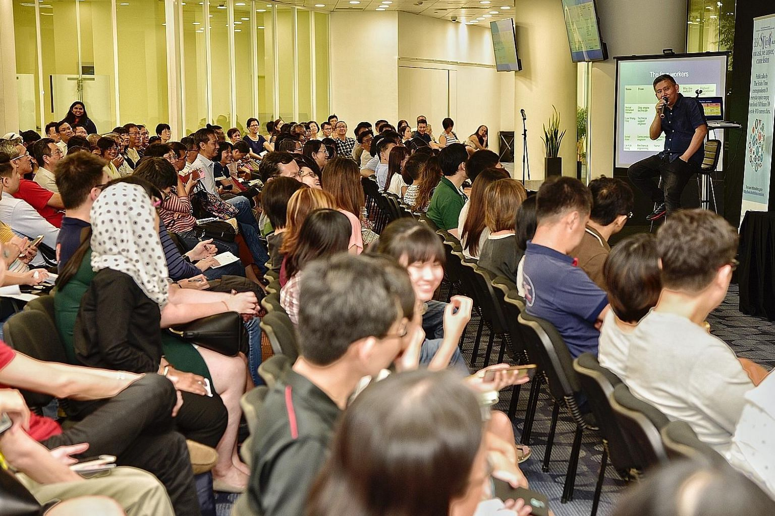 Some 350 people turned up for a talk by ST senior manpower correspondent Toh Yong Chuan on preparing for the challenges when making a mid-career switch. Over 2,300 people also tuned in to the session via a live stream.