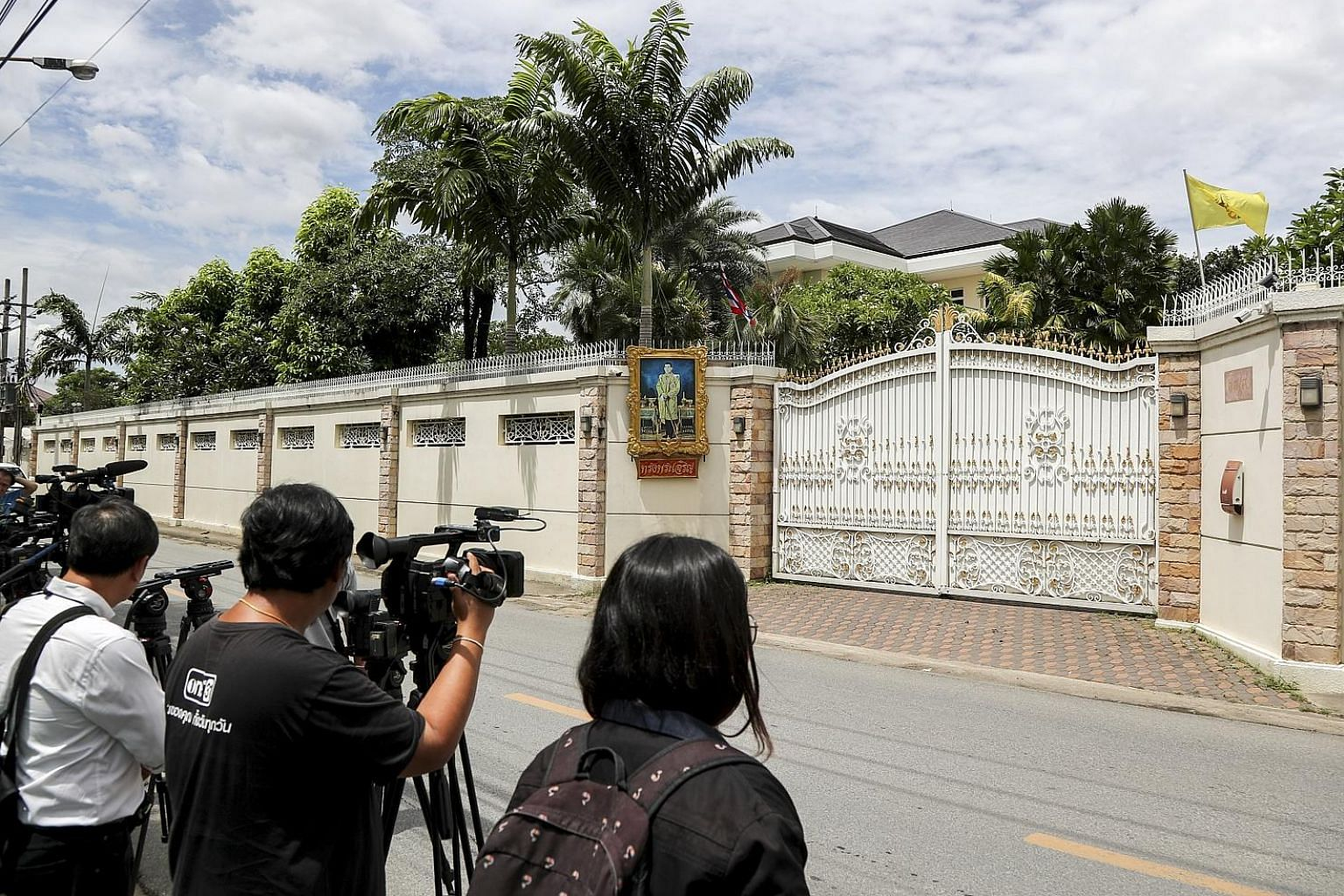 The media waiting outside Yingluck Shinawatra's home in Bangkok last Friday. She is now said to be in Dubai.