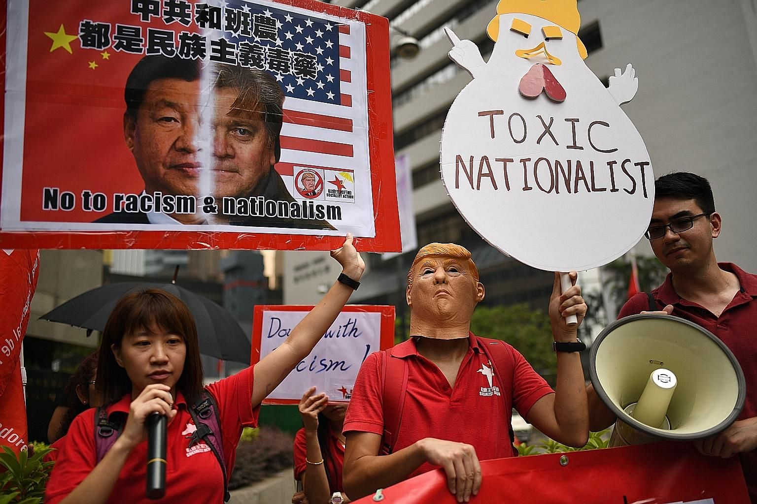 Protesters shouted anti-racism slogans outside a Hong Kong hotel yesterday ahead of a speech by former White House chief strategist Stephen Bannon at an investor conference.