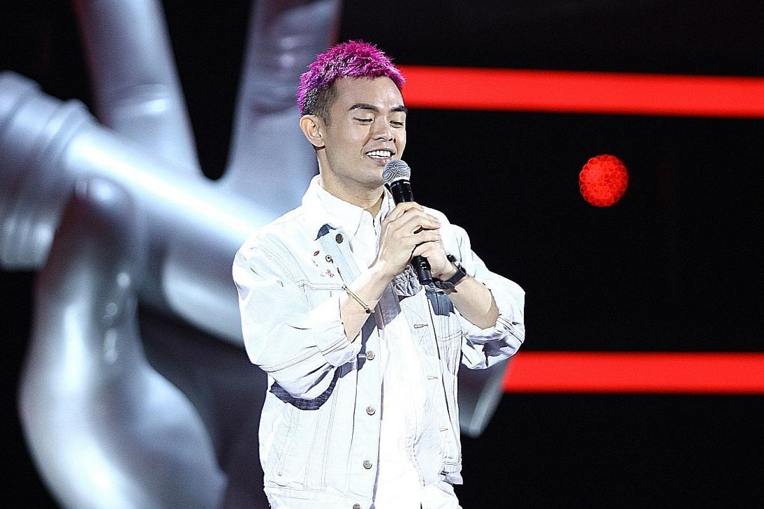 MICappella's Juni Goh performed Step By Step Love, originally sung by Hong Kong singer Sammi Cheng. Contestant Isaac Ong performed Malaysian singer Gary Chaw's melancholic ballad You Are The Only One In The World.