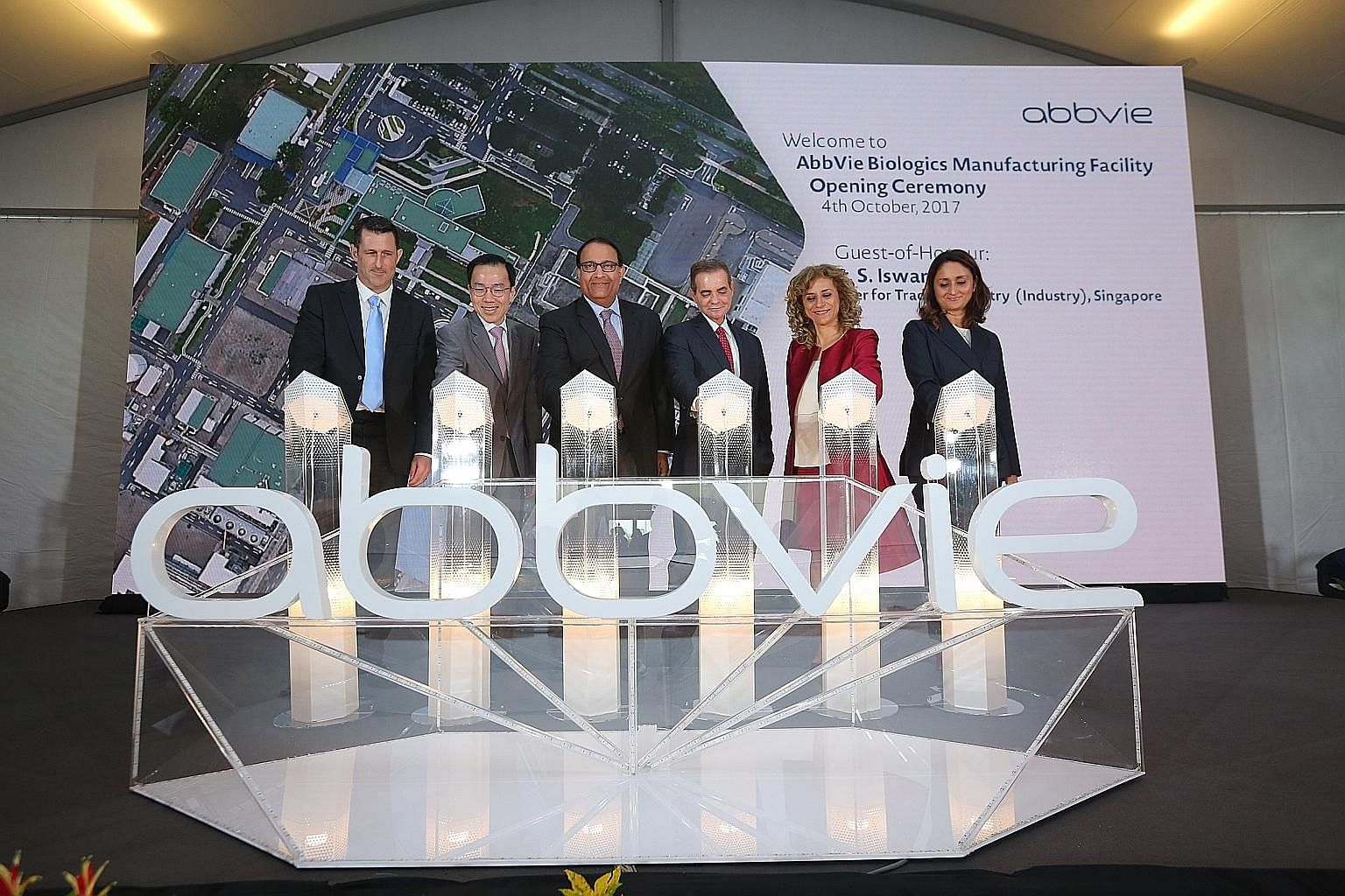 Minister of Trade and Industry (Industry) S. Iswaran at the opening ceremony of AbbVie's biologics manufacturing facility, with (from left): Site director of AbbVie Operations Singapore Marc O'Donoghue; EDB chairman Beh Swan Gin; AbbVie CEO Rick Gonz