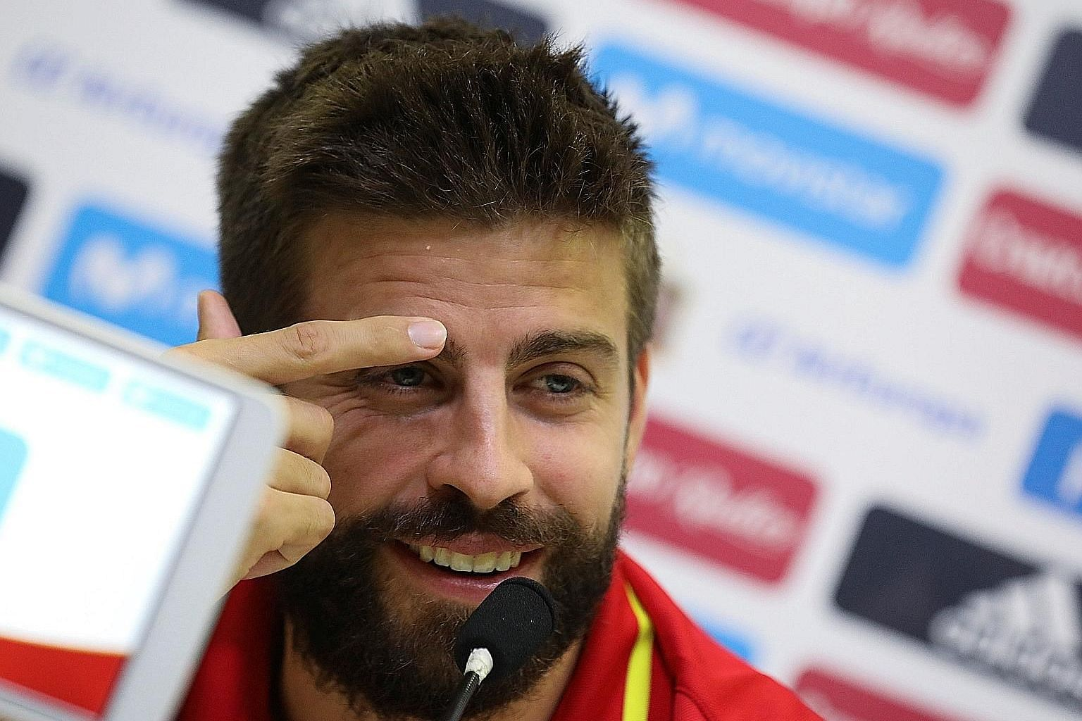 Spain and Barcelona defender Gerard Pique in a news conference at the training grounds in Las Rozas yesterday. He insists that he does not back either side in the Catalonia independence debate.
