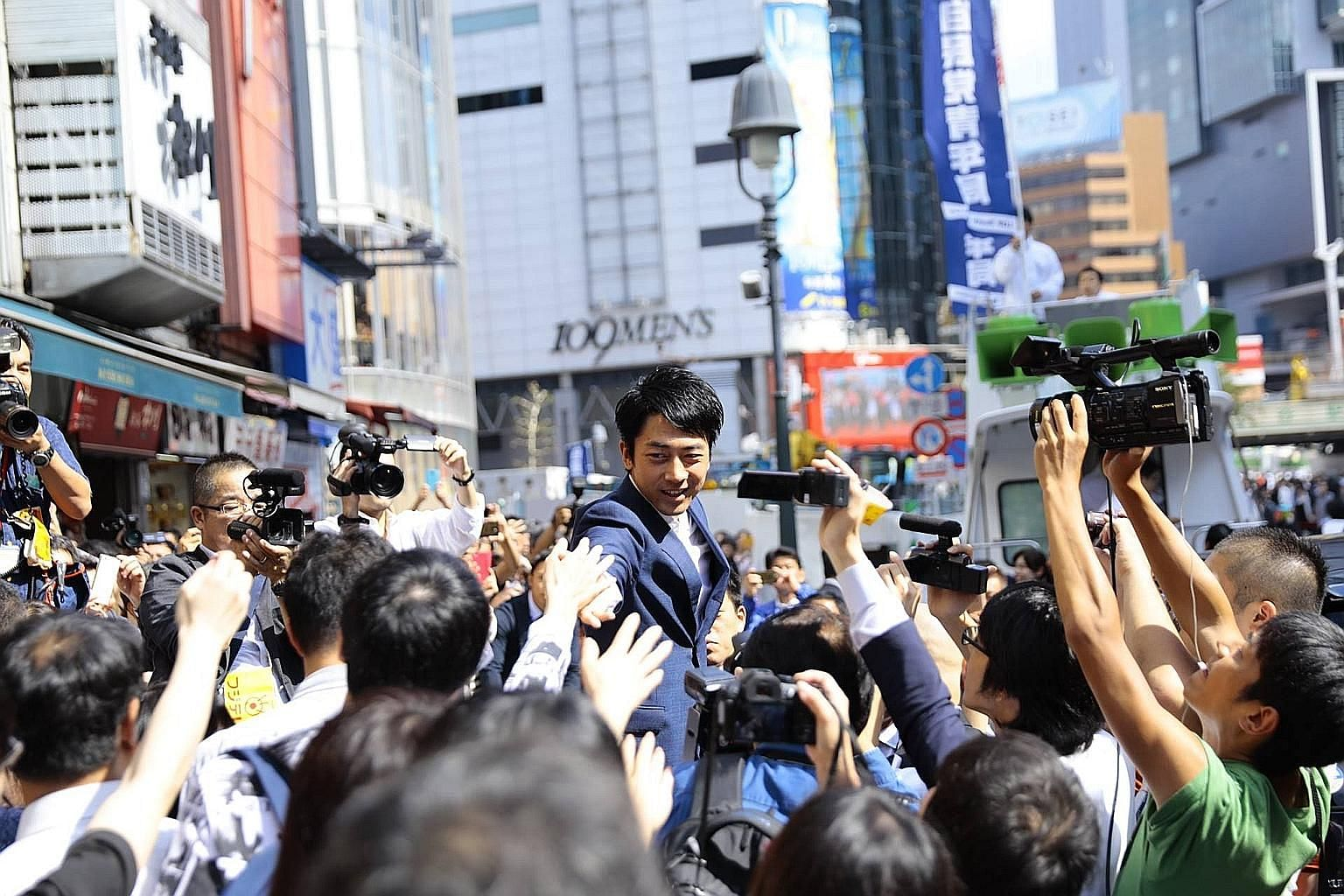 Political blue blood Shinjiro Koizumi of the ruling Liberal Democratic Party speaking in Shibuya in Tokyo on Monday. He has also spoken in Hokkaido, the disaster-stricken Tohoku region, and yesterday, gave four stump speeches in Kyoto in central Japa