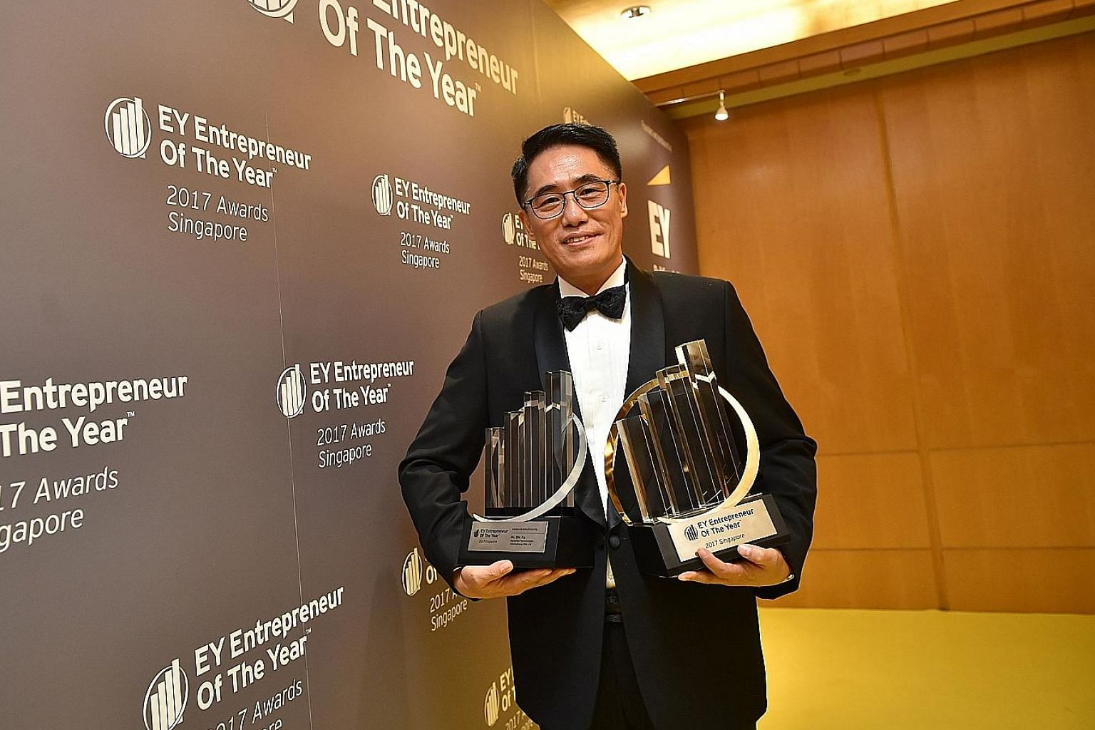 Nanofilm Technologies' Dr Shi Xu won the award based on six criteria: entrepreneurial spirit, innovation, personal integrity and influence, financial performance, strategic direction and global impact. He also won the Entrepreneur of the Year for Adv