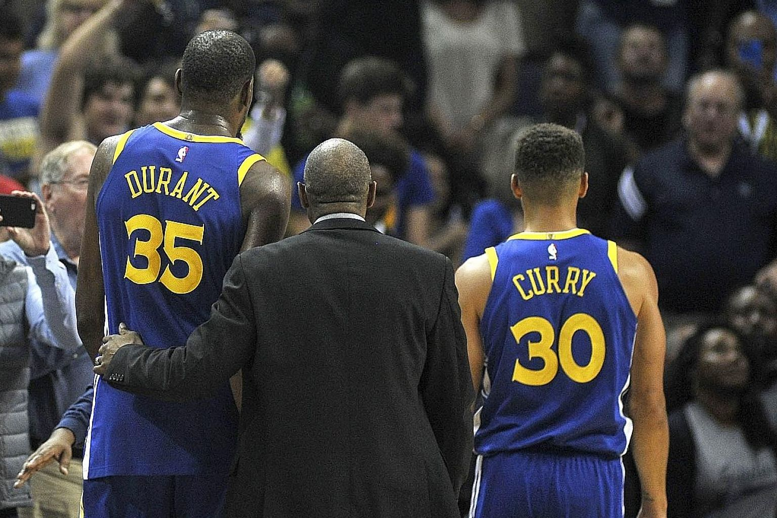 Golden State Warriors forward Kevin Durant and guard Stephen Curry are ejected during the second half of their game against the Memphis Grizzlies. Memphis defeated Golden State 111-101 at the FedExForum.