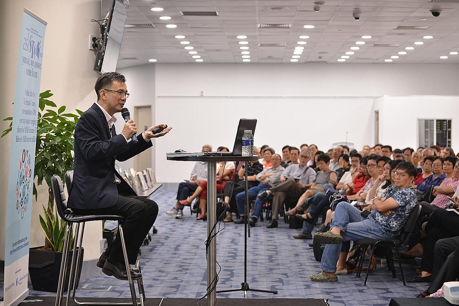 Senior correspondent Goh Eng Yeow addressing the audience yesterday in the fourth instalment of the askST@NLB series. The crowd of 420 was the largest so far in the series.