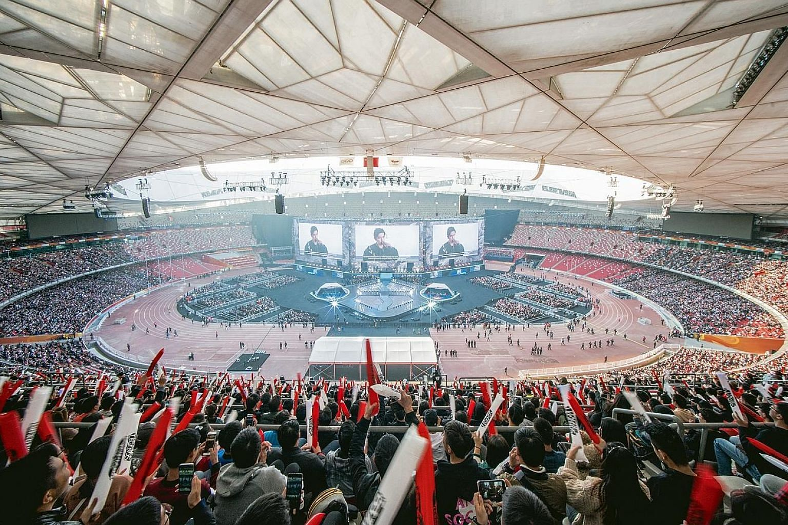 Over 40,000 fans attended the League of Legends World Championship, which was held at Beijing's Bird's Nest stadium last Saturday.