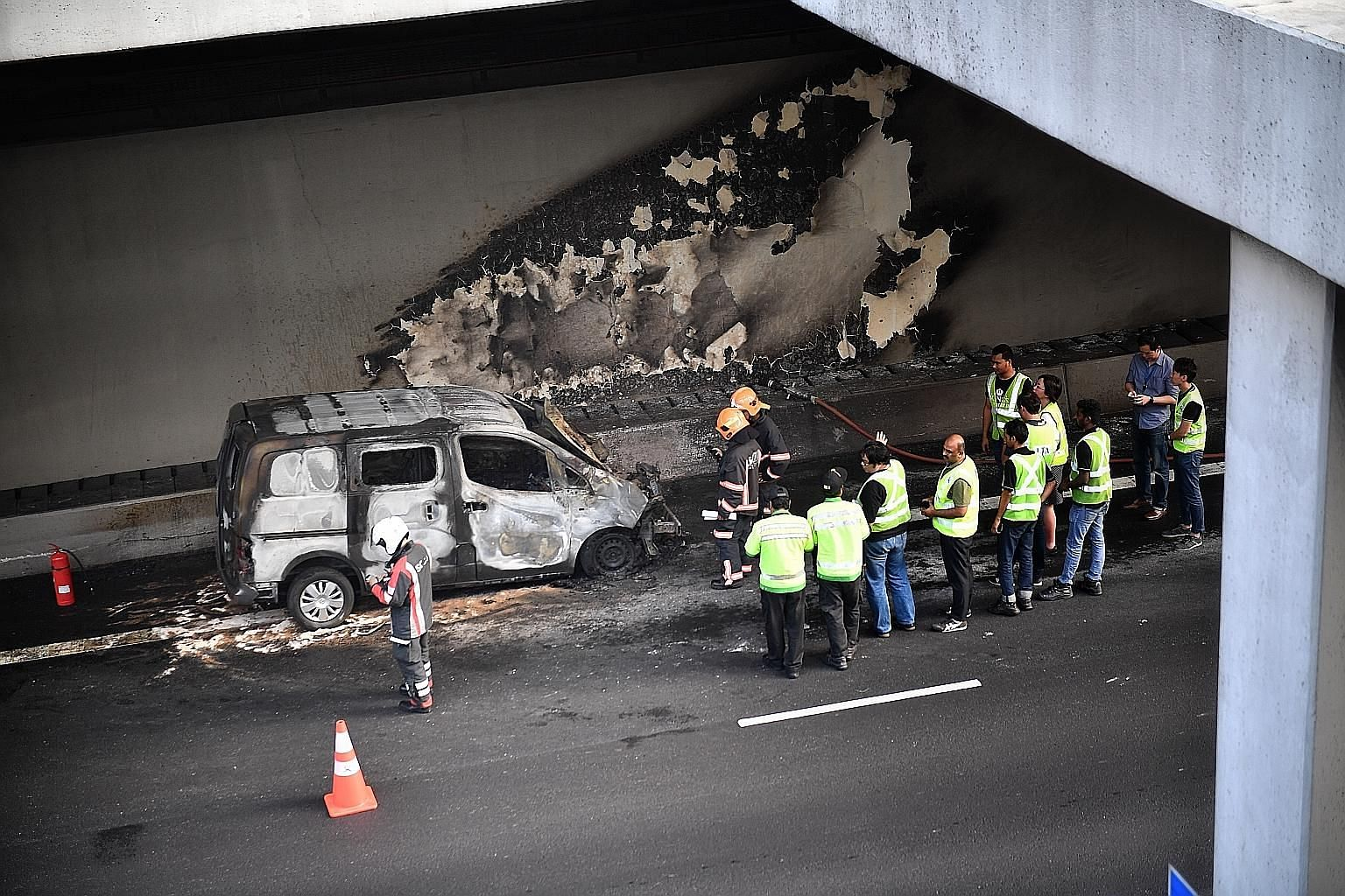 A vehicle caught fire on the Central Expressway (CTE) yesterday evening. The Land Transport Authority (LTA) said in a tweet on its traffic news channel at 5.21pm that there had been an accident in the CTE tunnel towards the Ayer Rajah Expressway, bef