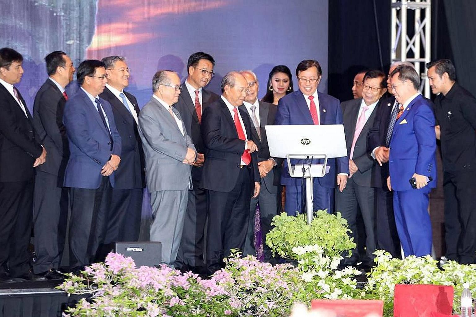 Sarawak Chief Minister Abang Johari Openg signing on a monitor to symbolically launch Petros. Also present were Deputy Chief Minister Douglas Uggah Embas (far left) and Petros chairman Hamid Bugo (third from left).