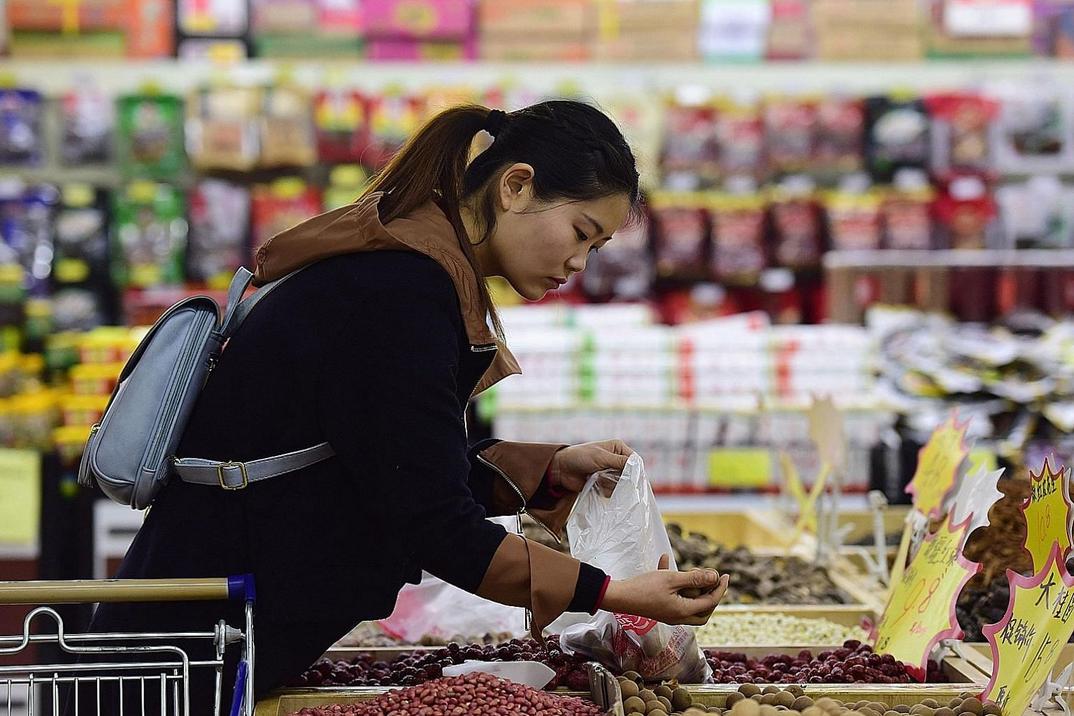 China's consumer inflation picked up to the highest since November 2013, largely due to higher food prices as China celebrated the long Chinese New Year holidays, official data showed yesterday.