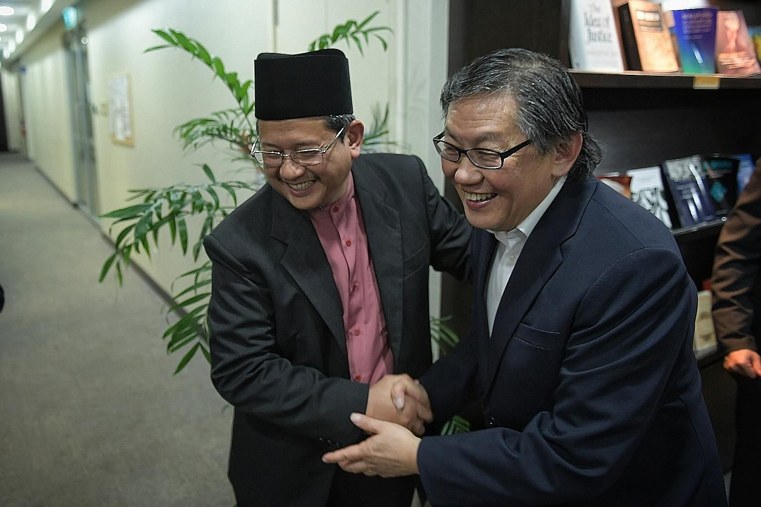 Mufti Mohd Fatris Bakaram and Cornerstone Community Church senior pastor Yang Tuck Yoong at the Singapore Islamic Hub last night. At the meeting with Muslim community leaders, Pastor Yang apologised for the comments made by Mr Lou Engle.