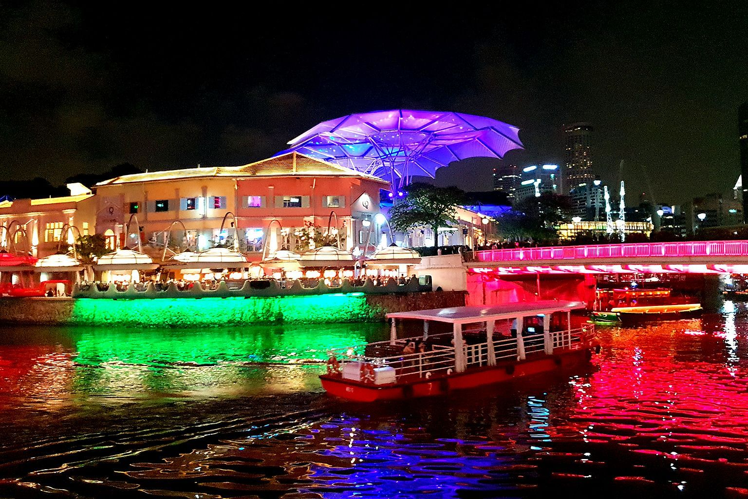 For Week 4 of the After Dark Challenge, the location will be the bright and vibrant Clarke Quay.