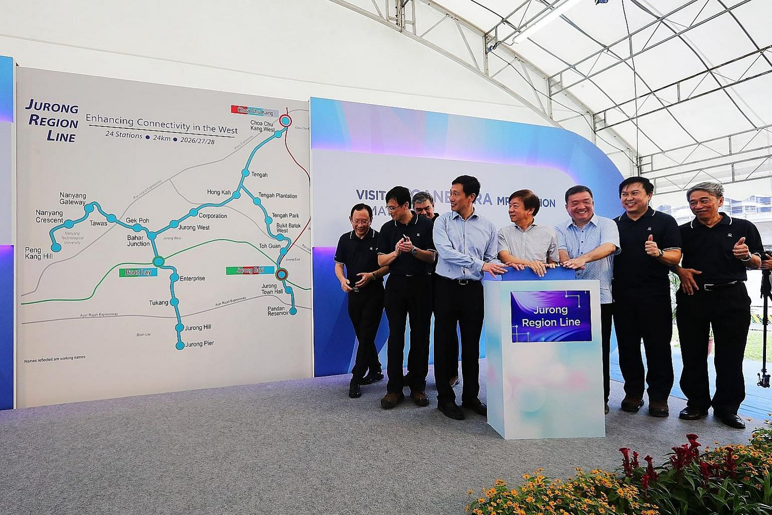 Above: Transport Minister Khaw Boon Wan, flanked by Education Minister and fellow Sembawang GRC MP Ong Ye Kung and Government Parliamentary Committee for Transport chairman Sitoh Yih Pin, unveiling the Jurong Region Line's alignment at the site of th