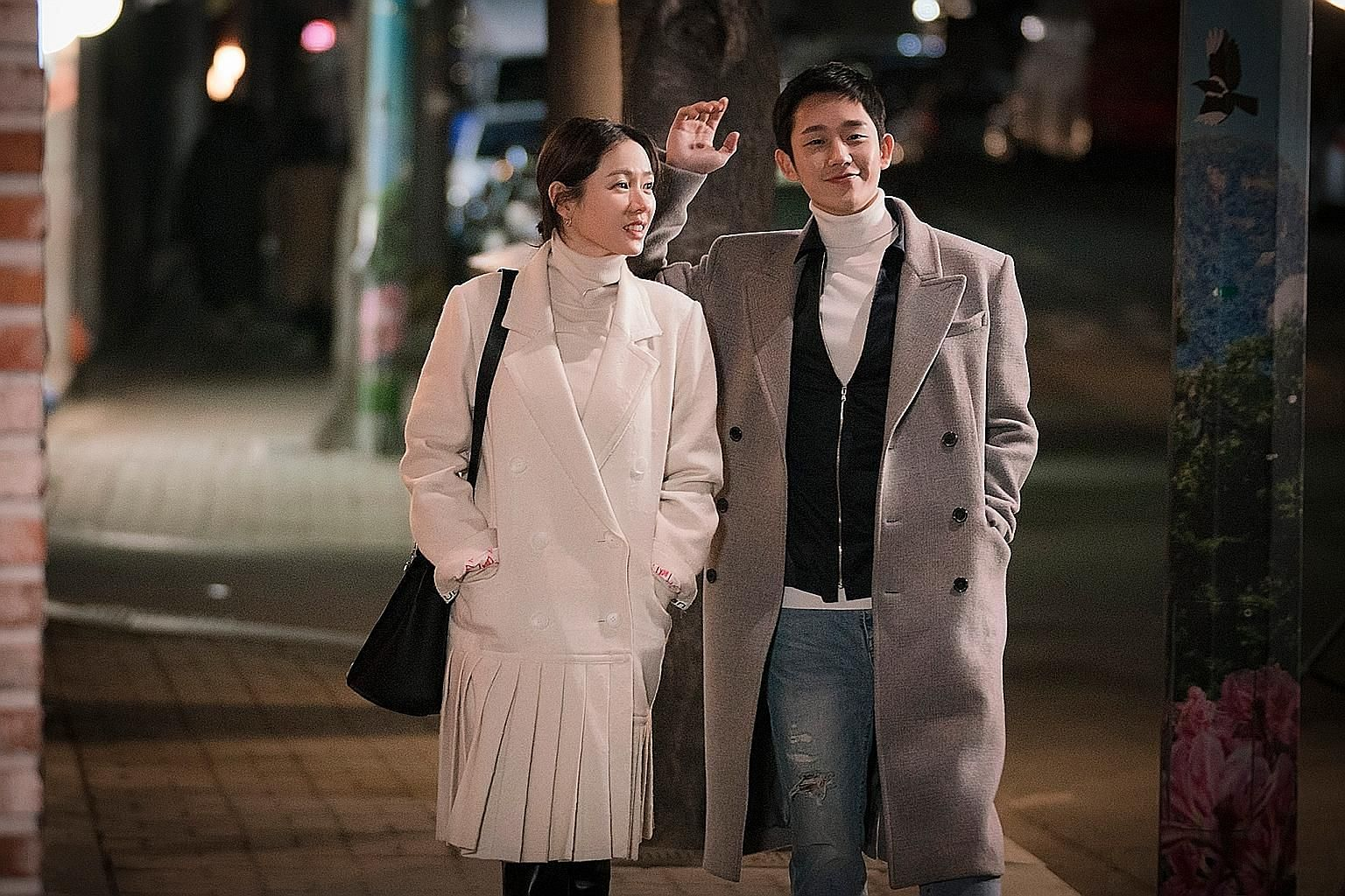 In Something In The Rain (above), Jin A (Son Ye Jin) sees her best friend's little brother, Jun Hui (Jung Hae In), in a romantic light. In Shall We Kiss First (below), a broke flight attendant (Kim Sun A) desperately tries to hit it off with a wealth
