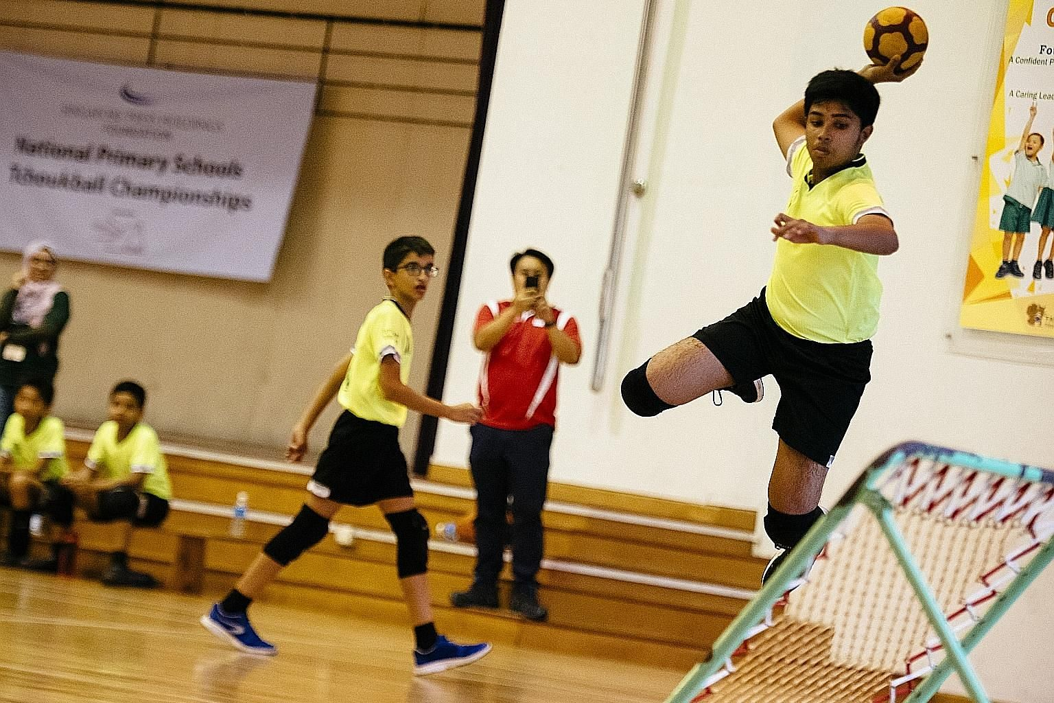 Farrer Park Primary captain Shaik Mohamed Farook scoring a point at the seventh edition of the SPH Foundation National Primary Schools Tchoukball Championships at his school yesterday. Farrer Park took the senior division (13 years and under) boys ti