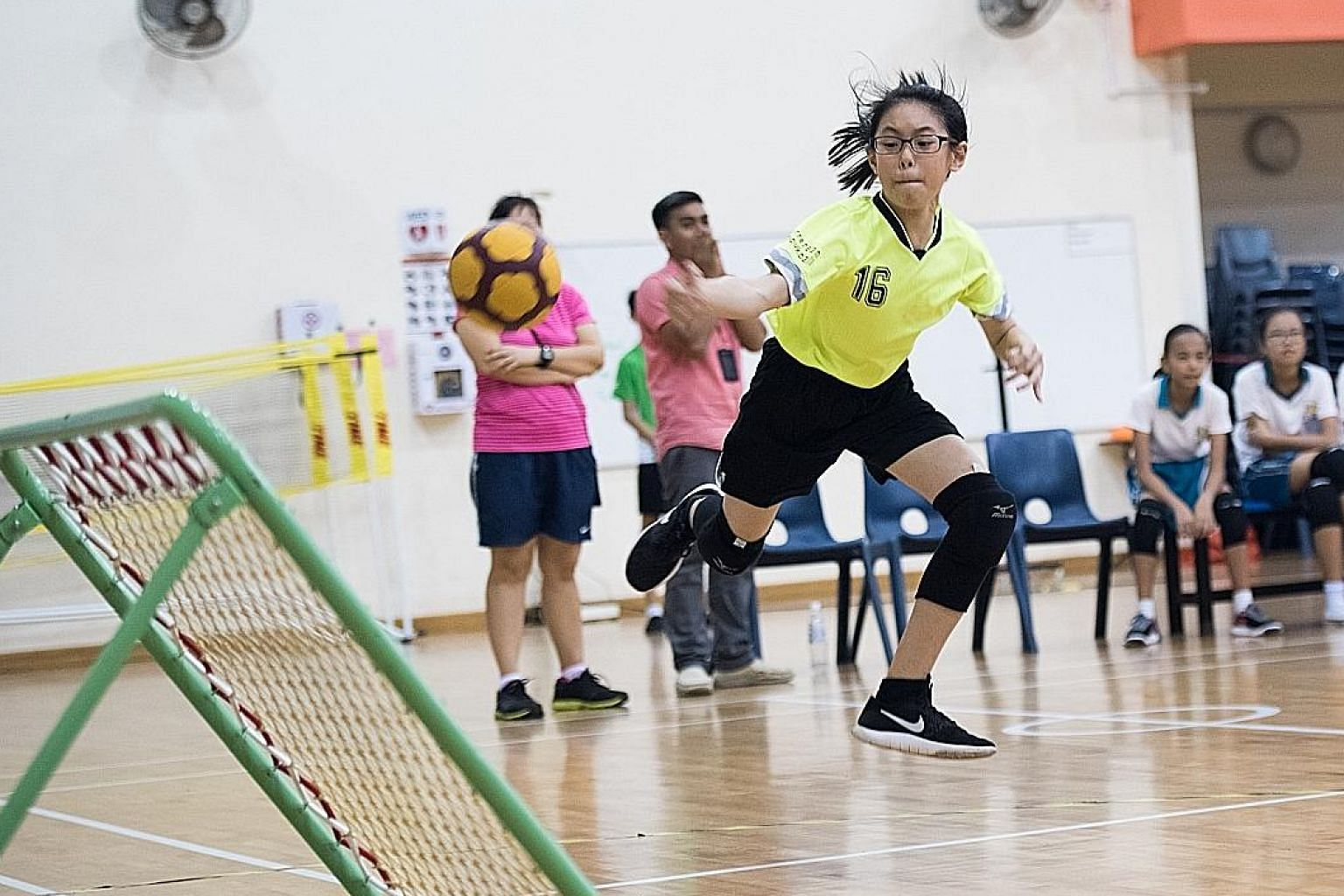Farrer Park Primary's Yau Le Yi, despite a foot injury, led her team to a 12-7 victory over East Coast Primary in the SPH Foundation National Primary Schools Tchoukball Championships final yesterday.
