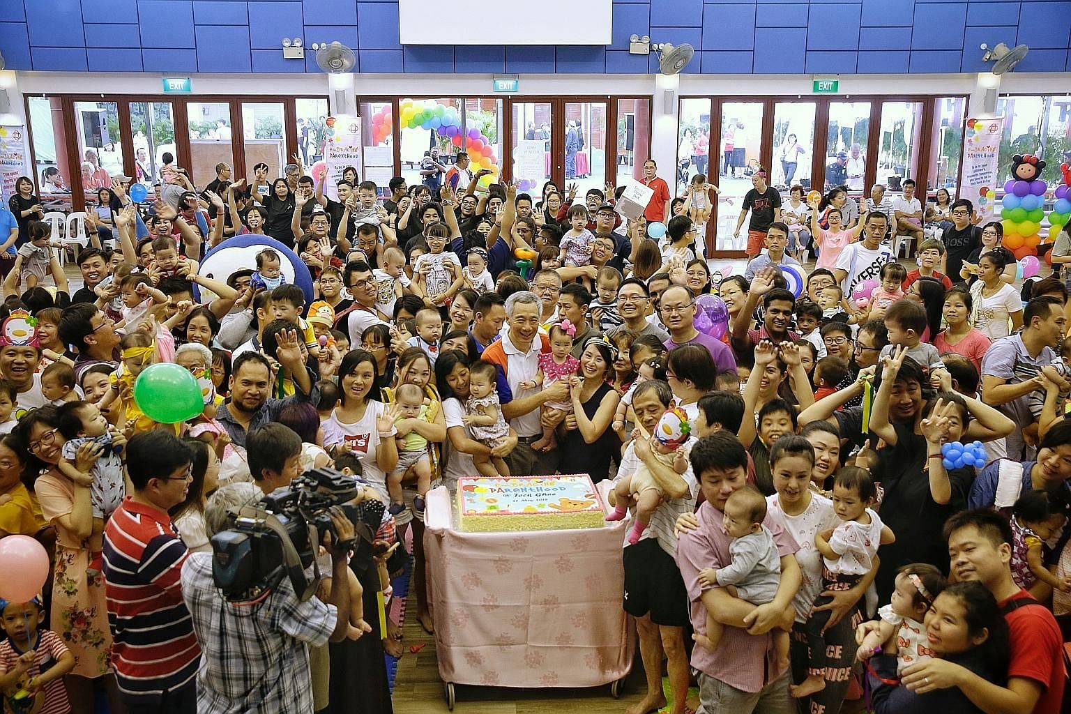 Prime Minister Lee Hsien Loong, who was guest of honour, taking a group photo with the families who turned up for the event at Cheng San Community Club yesterday.