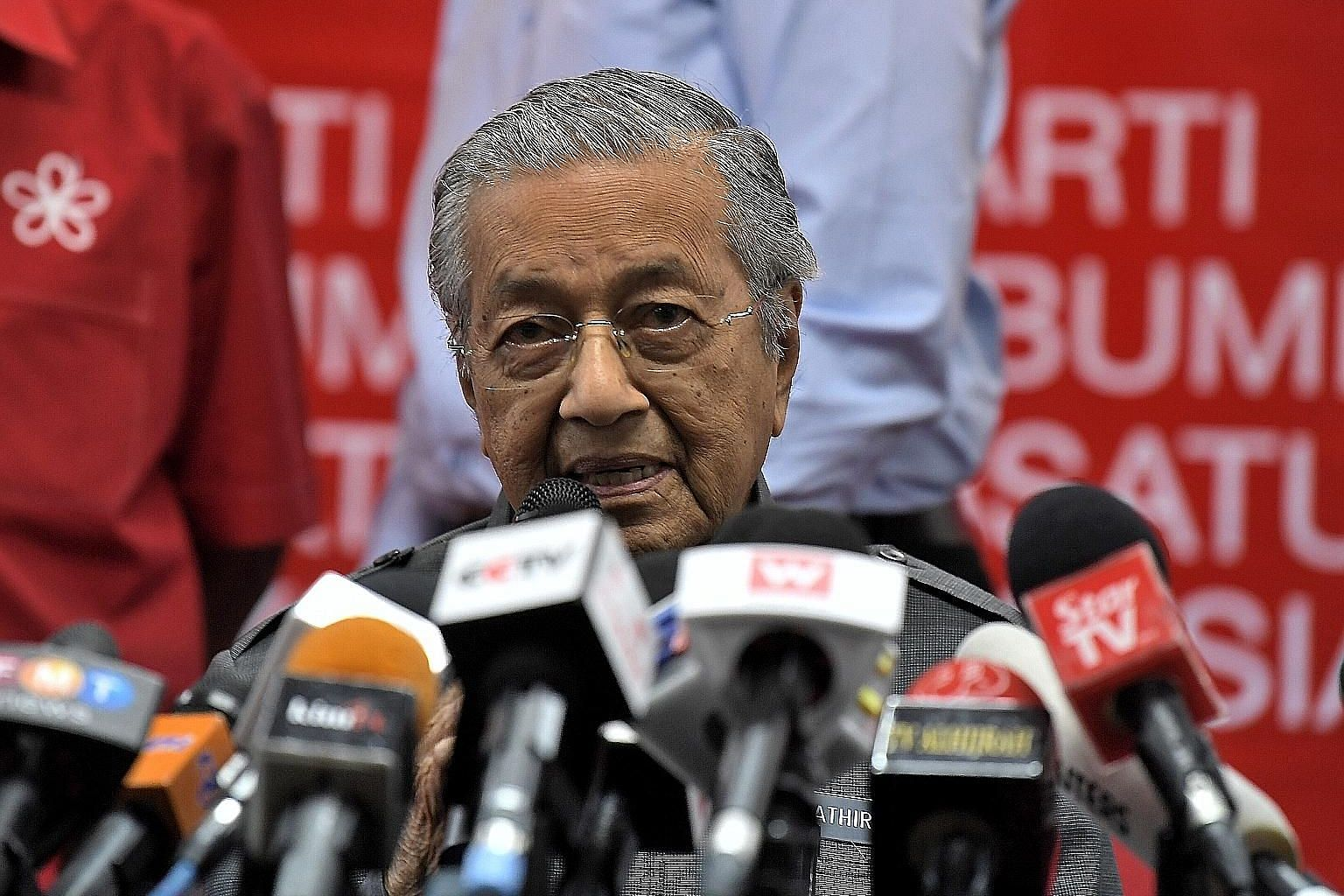 Malaysian Prime Minister Mahathir Mohamad said at a press conference in Kuala Lumpur yesterday that Malaysia is pulling out of the KL-Singapore high-speed rail project. Malaysia is liable to pay Singapore a compensation for not fulfilling the agreeme