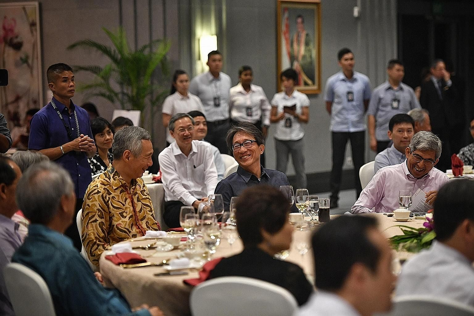 Prime Minister Lee Hsien Loong with former trade and industry minister Lim Hng Kiang (left, partially hidden), former manpower minister Lim Swee Say and former communications and information minister Yaacob Ibrahim at an appreciation dinner last nigh