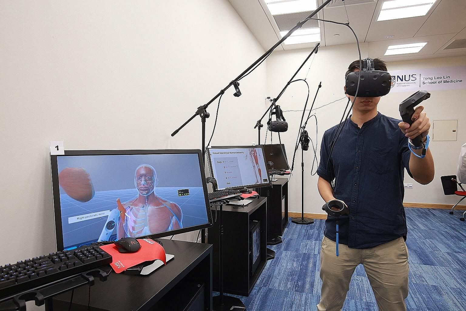 The Virtual Interactive Human Anatomy (VIHA) system allows students wearing a VR headset to delve into the anatomy of a human body by freely manipulating and looking inside different parts and structures, using a controller in their hands.