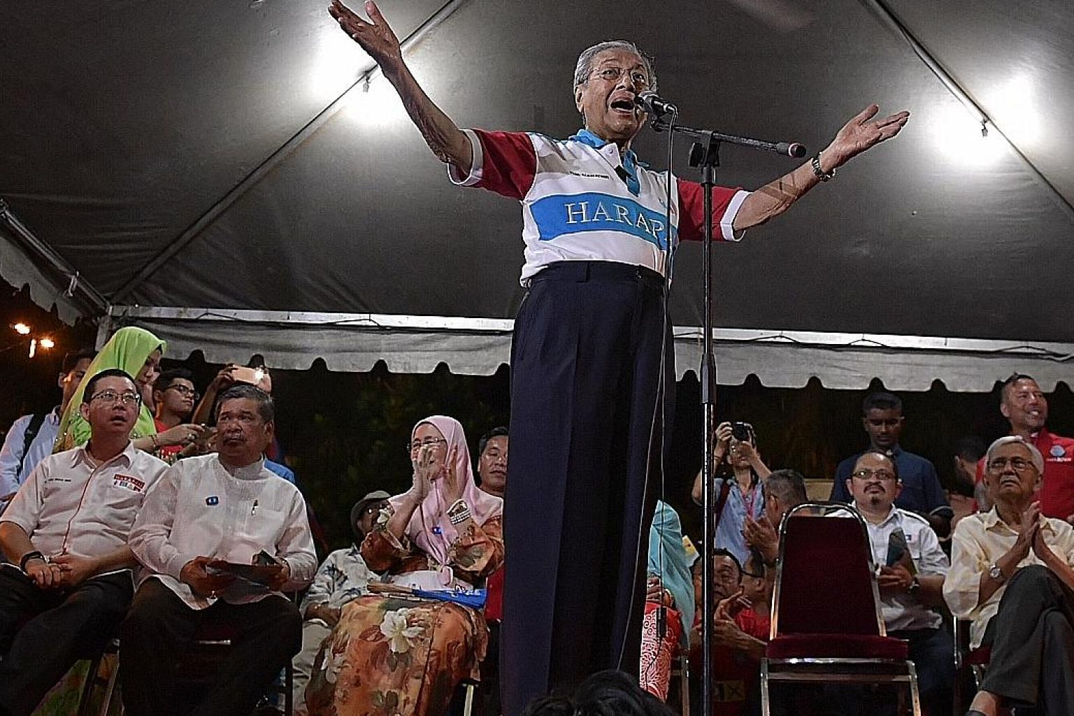Tun Dr Mahathir Mohamad speaking at an election rally in Melaka on May 4. Also present at the rally were Pakatan Harapan leaders and former Cabinet ministers, including Tun Daim Zainuddin (right).