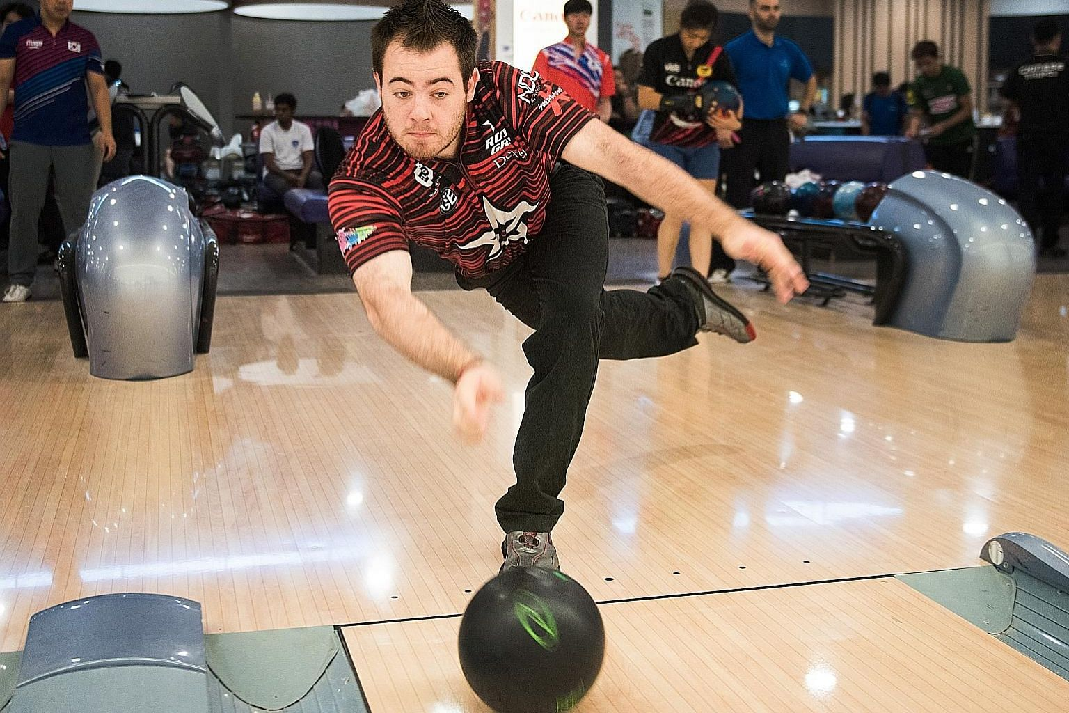 American Anthony Simonsen, the world's 12th-ranked bowler, delivering the ball with his right hand after a double-handed approach. He will be competing in this weekend's Singapore Open.