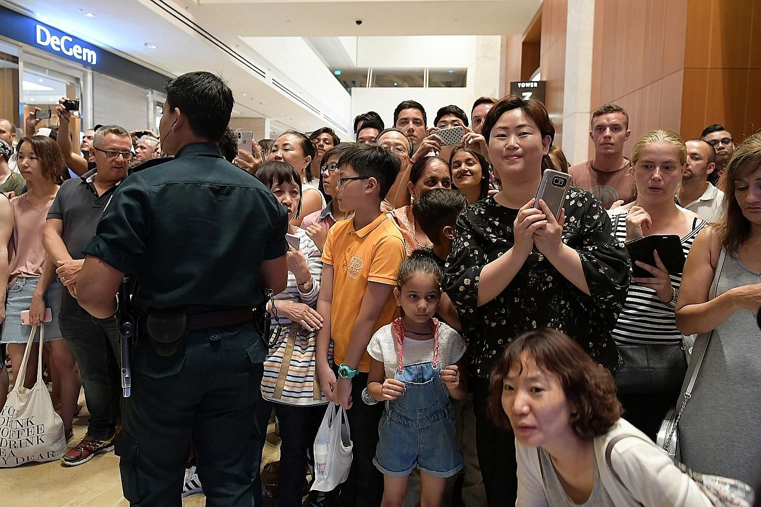 A crowd of curious onlookers gathering at Marina Bay Sands last night hoping to catch a glimpse of North Korean leader Kim Jong Un, who visited the integrated resort as part of a city tour that also included Gardens by the Bay.