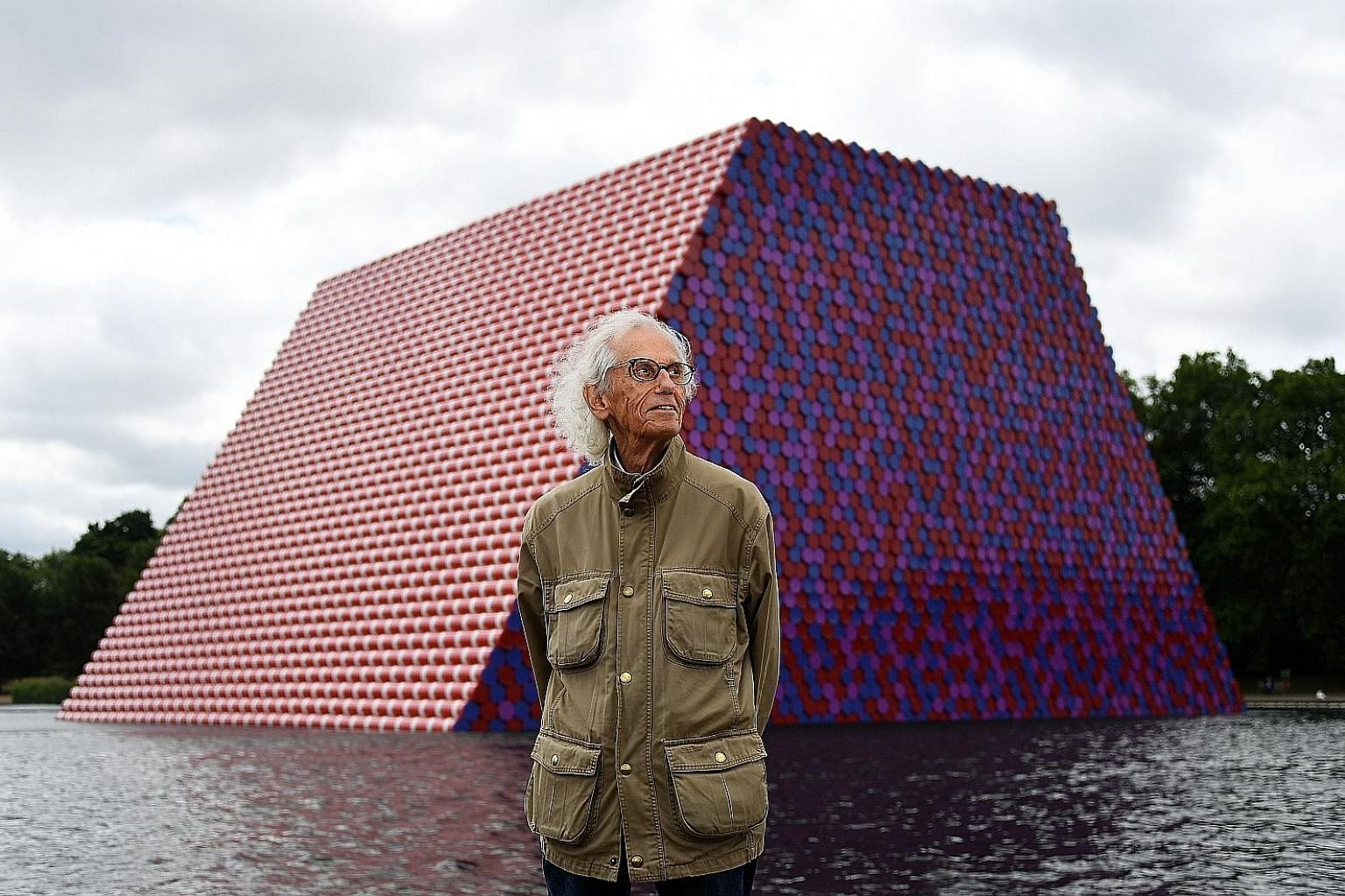 The London Mastaba by Christo (right) weighs 600 tonnes, is 20m high, 30m wide and 40m long.
