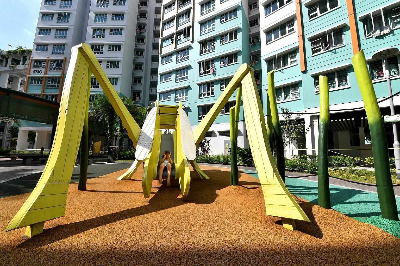 A dragon-styled playground at Yishun Neighbourhood 7 in the mid-1970s to late 1980s. A play structure in Queenstown estate in 1965. Military camps once occupied the sites where HDB precincts Keat Hong Mirage and Keat Hong Quad, and the neighbourhood