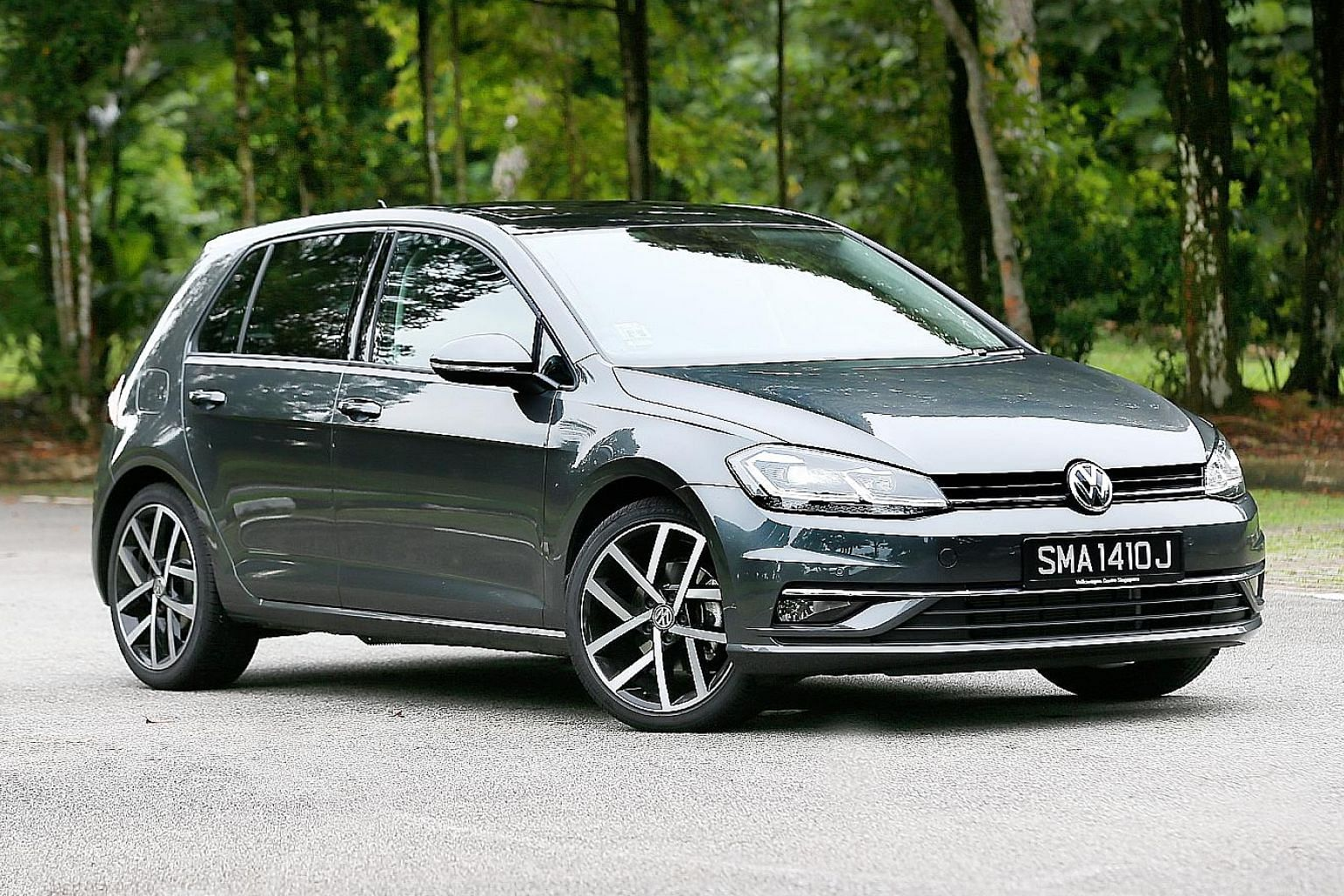 The Golf 1.4 feels lively and its Highline variant has a 9.2-inch touchscreen infotainment system and a multi-function leather-lined steering wheel.