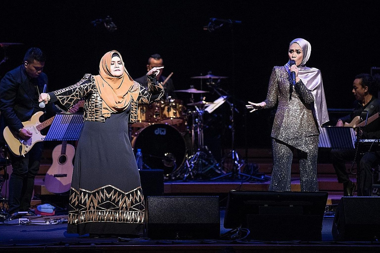 Singers Aishah (left) and Liza Hanim sang their past hits as well as new material.
