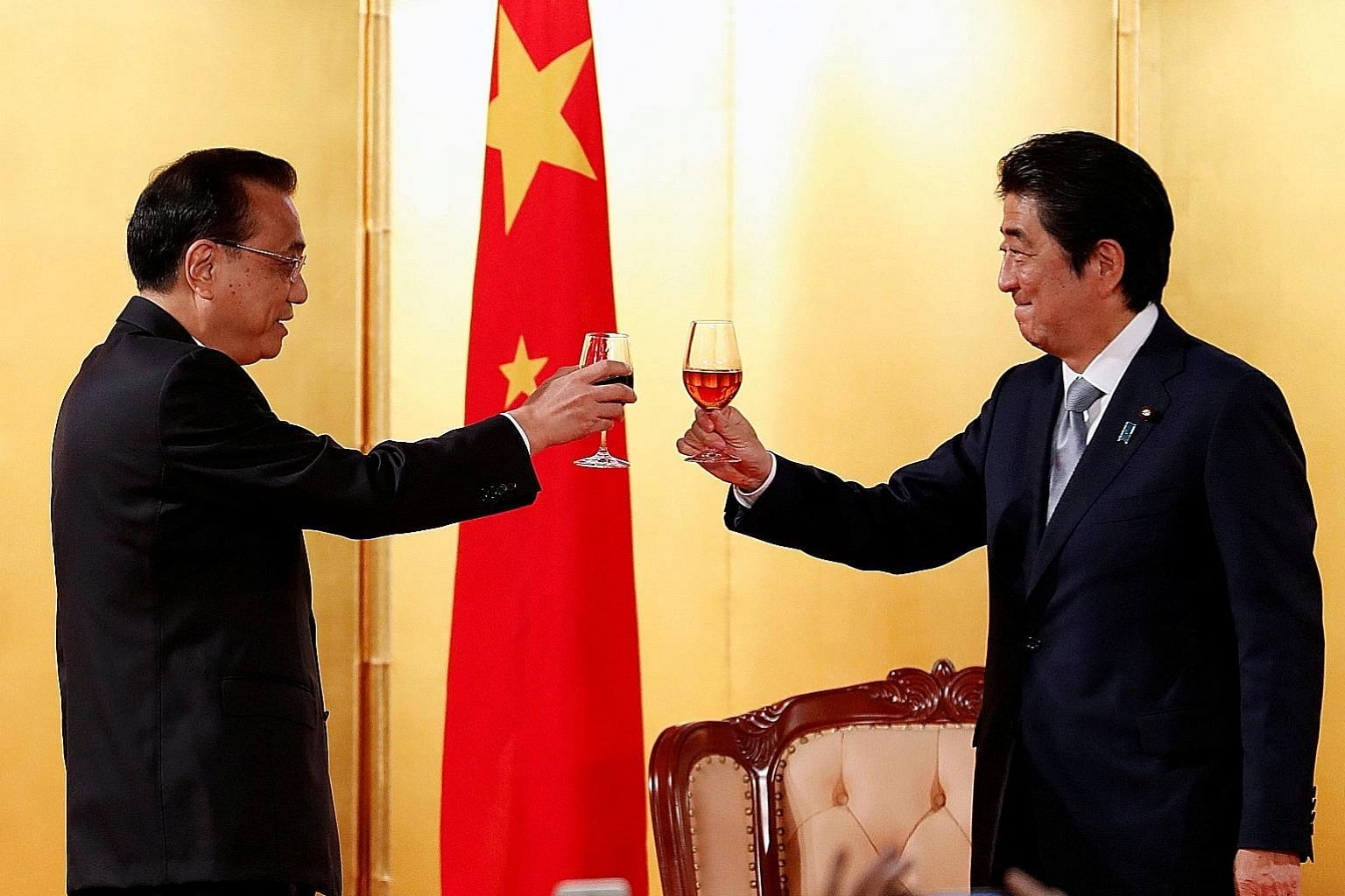 Chinese Premier Li Keqiang (left) and Japanese Prime Minister Shinzo Abe celebrating the 40th anniversary of a peace and friendship treaty between China and Japan during Mr Li's visit to Tokyo on May 10. Mr Li is the first Chinese leader to visit Jap