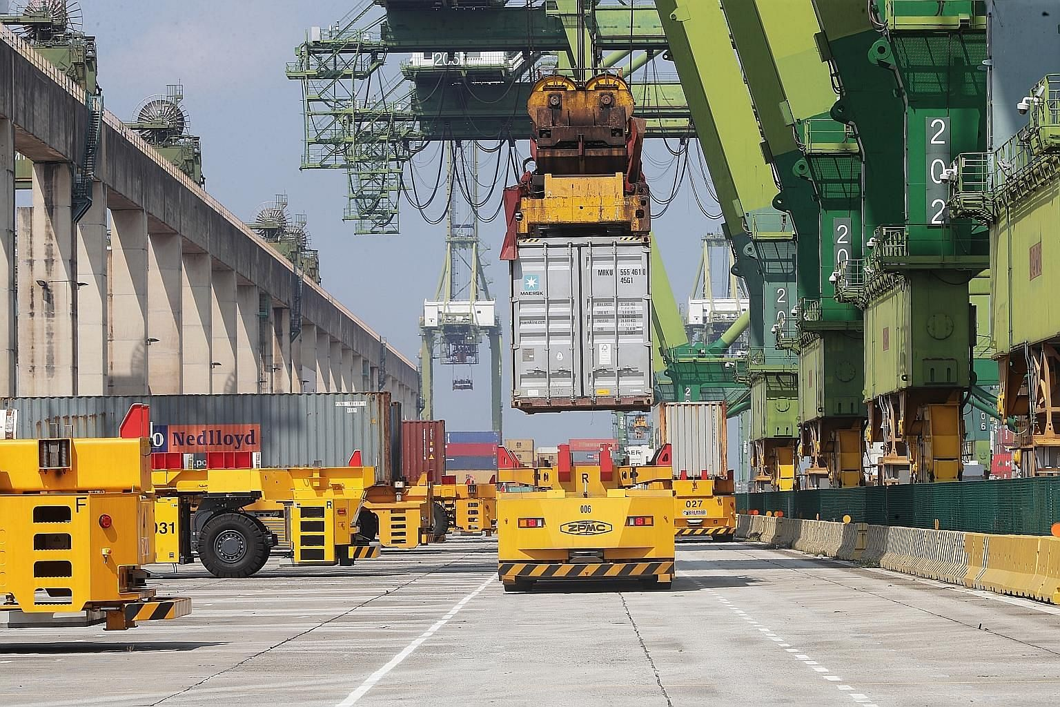 The automated quay crane system at the Pasir Panjang Terminal will be used alongside automated guided vehicles. Under the system, part of the process of moving containers can be done automatically.