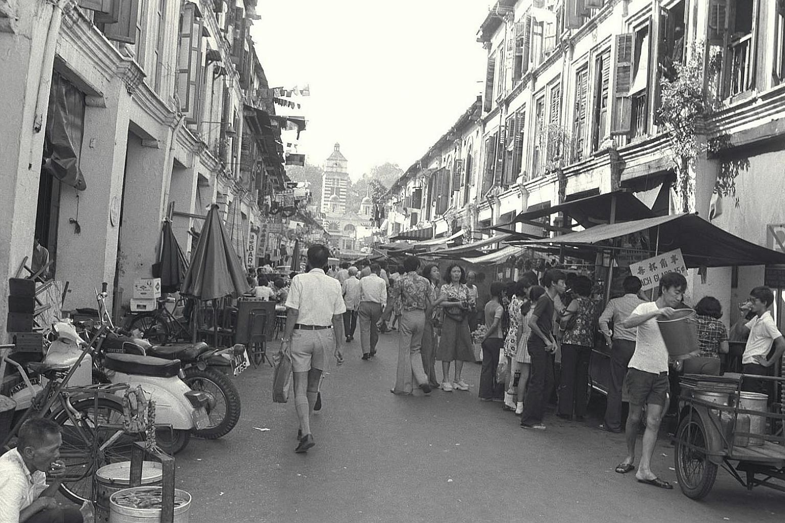 Hawkers in Hock Lam Street in 1975. At that time, hundreds of street hawkers in the city were asked by the Environment Ministery to fill up empty stalls in existing hawker centres. These hawkers, many of whom have been operating for years in side str