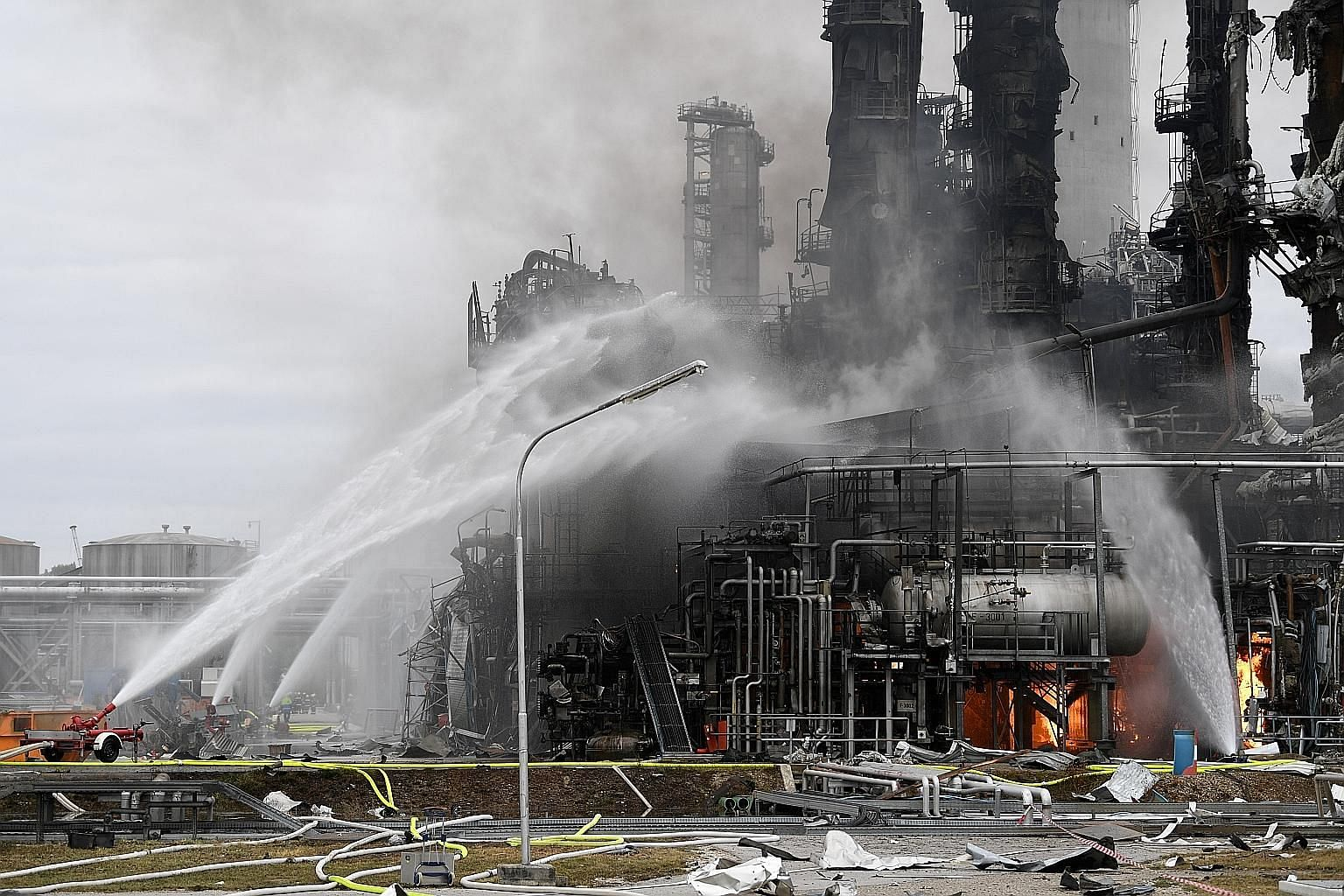 Nearly 600 firefighters, police and rescue workers were mobilised after a fire erupted at a refinery in southern Germany following an explosion last Saturday.