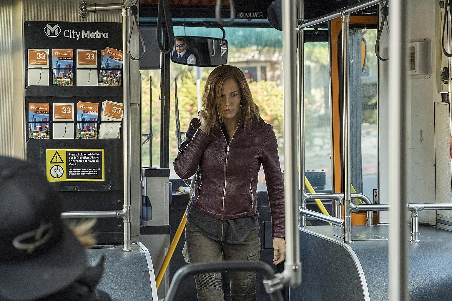 Jennifer Garner is a suburban mum turned super-skilled vigilante after her family is killed by Mexican gangsters.