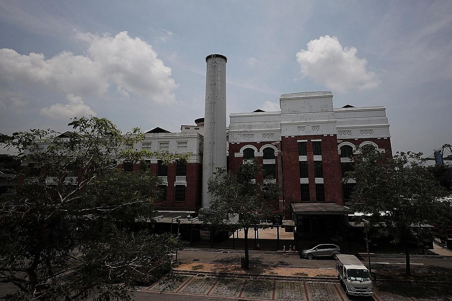 St James Power Station, a former coal-fired power plant built in the 1920s and gazetted as a national monument, was transformed by nightlife veteran Dennis Foo into an entertainment hub in 2006 under a joint venture with retailer F J Benjamin.