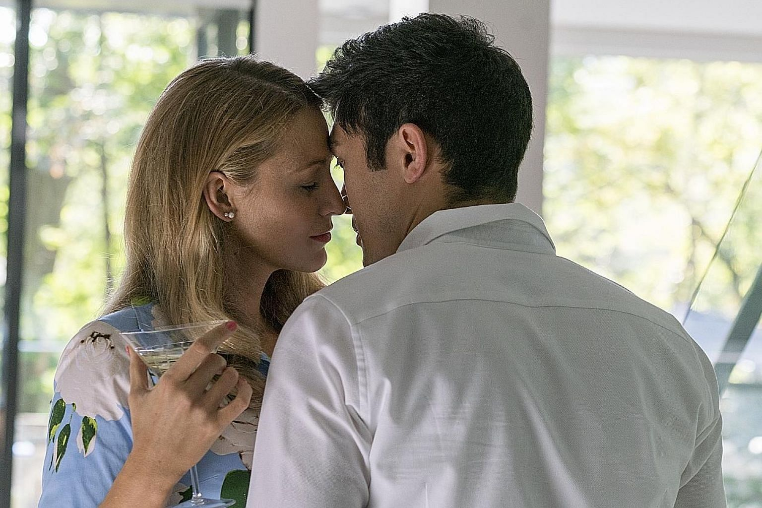 Henry Golding and Blake Lively in A Simple Favor.