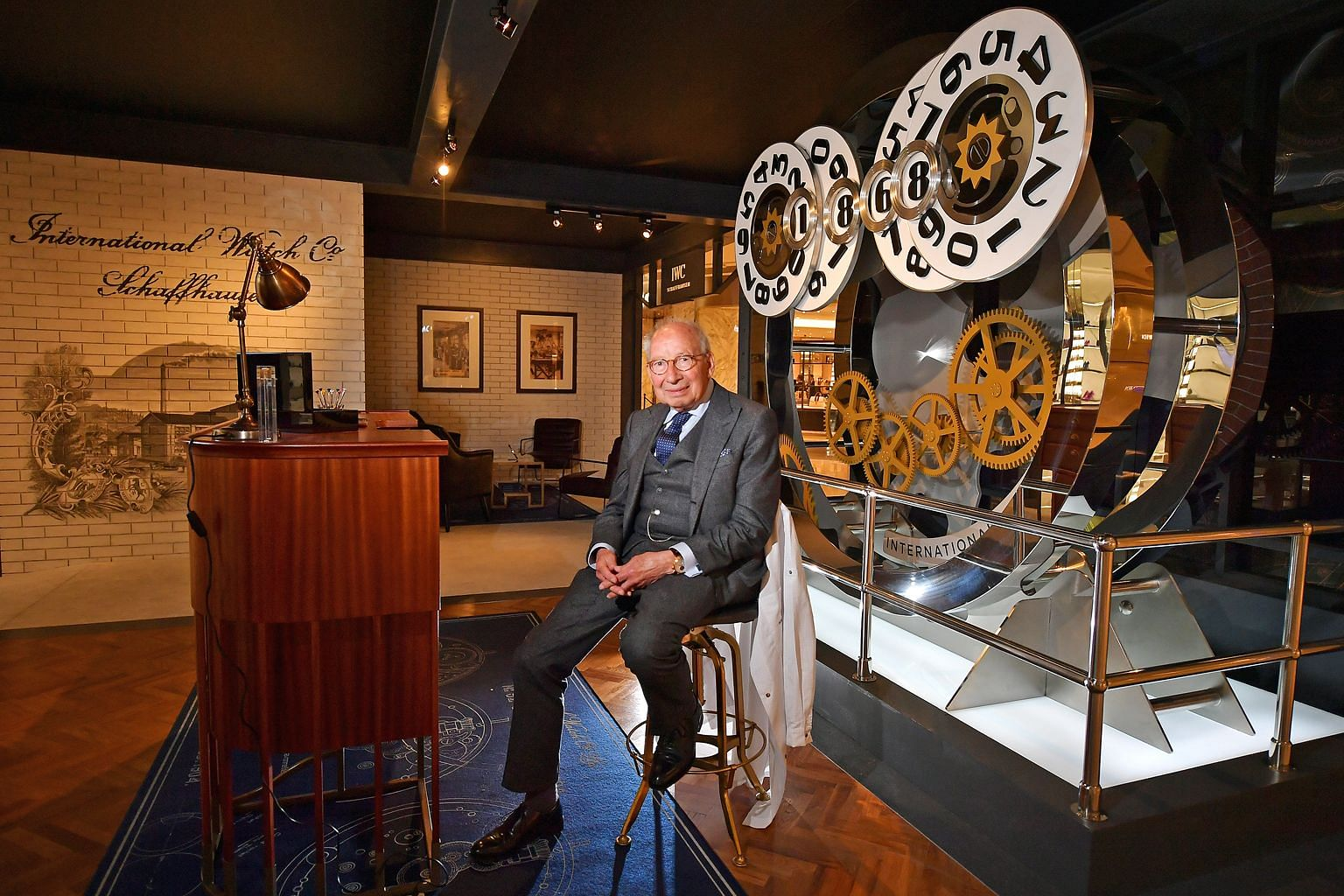 Mr Kurt Klaus made use of a lull in the watchmaking industry to work on a prototype of a complicated watch adding movements like a calendar system with a date and moon-phase indicator. The IWC Da Vinci Perpetual Calendar Chronograph was invented by M