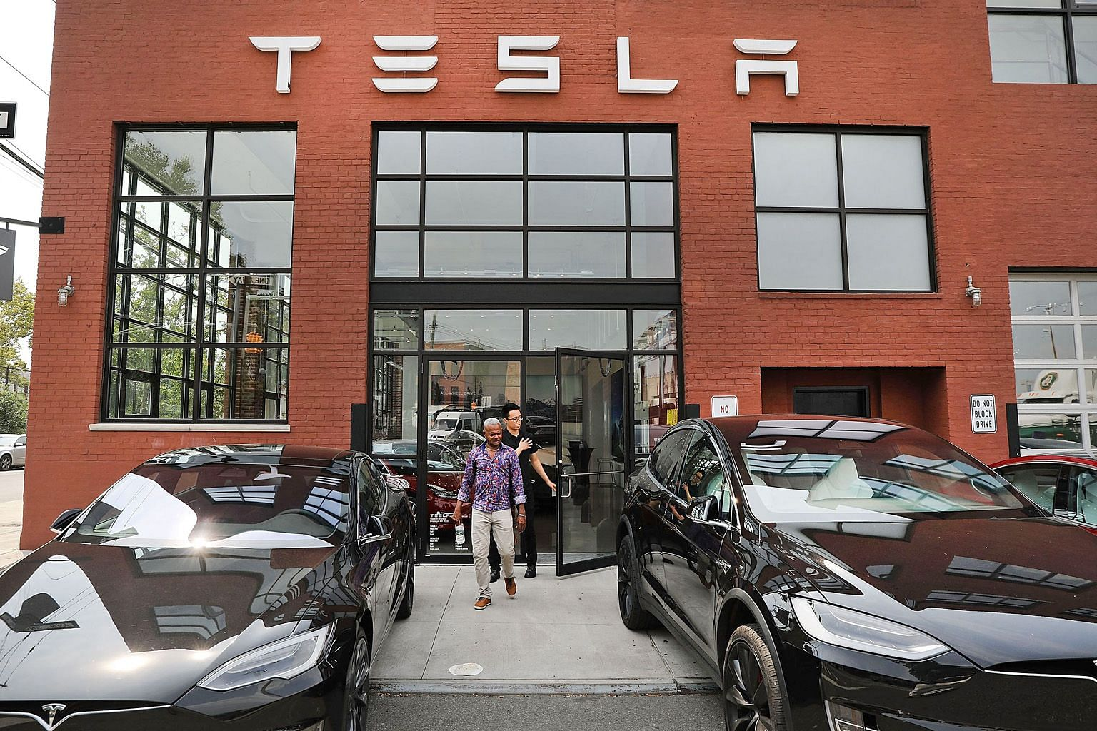 A Tesla showroom in New York City. Tesla has never earned a profit or produced a positive cash flow, yet investors believe it is worth over US$55 billion (S$75 billion). Investors believe in the future of the company, but it is likely that they also