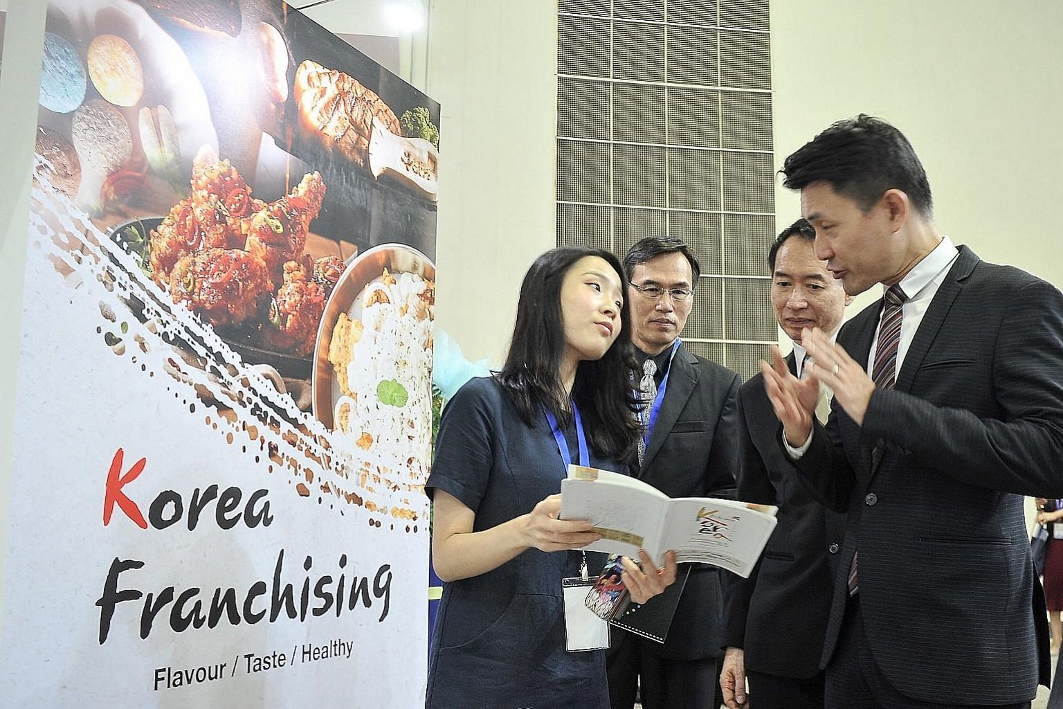 Mr Baey Yam Keng (right) visiting the Korea Pavilion led by the Korea Agro-Fisheries & Food Trade Corporation.